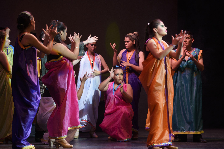 Participantes den el IV Festival de Canción en Lengua de Señas Mexicana