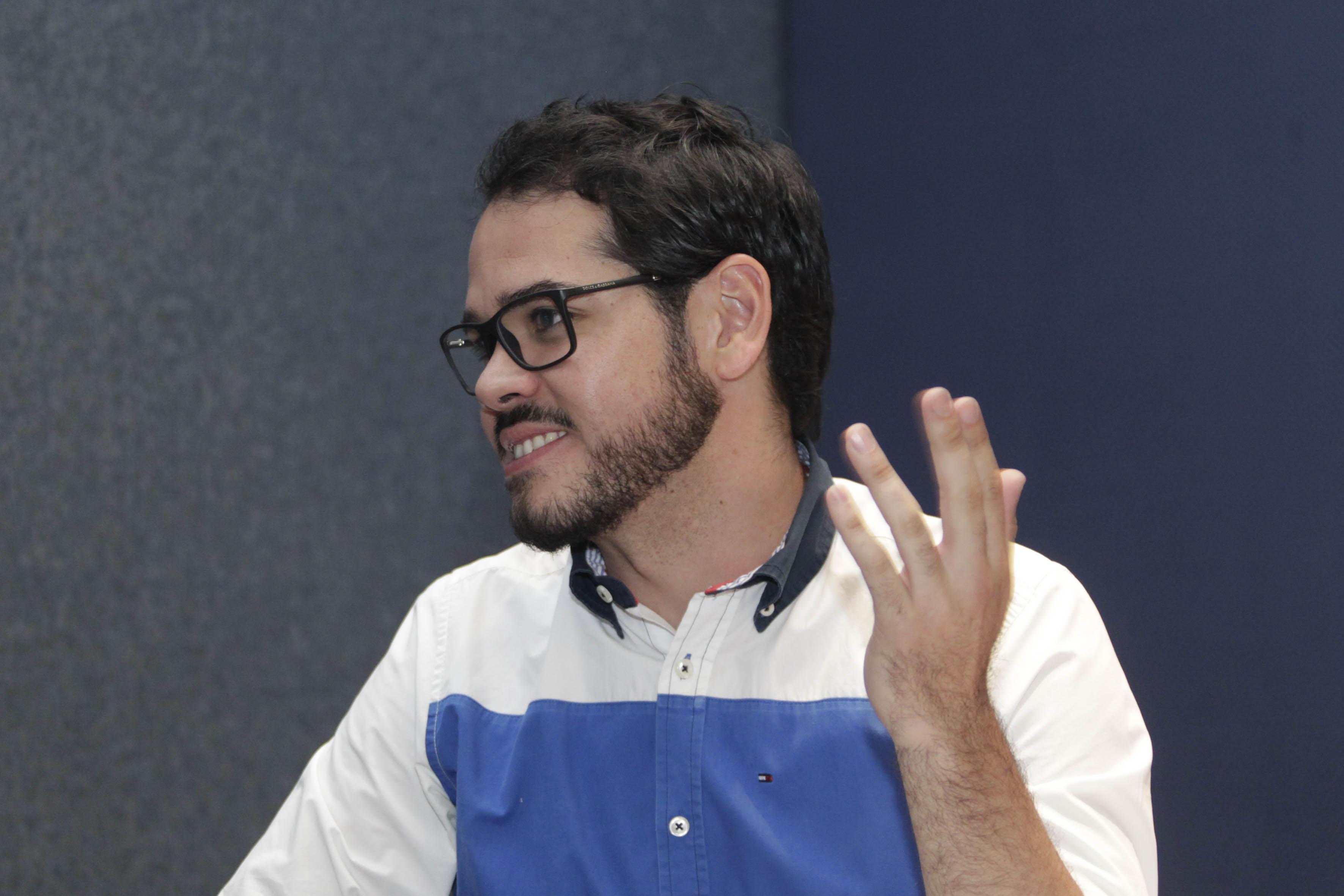 Participando en la V Semana de Administración Gubernamental, el Diputado Alejandro Hermosillo