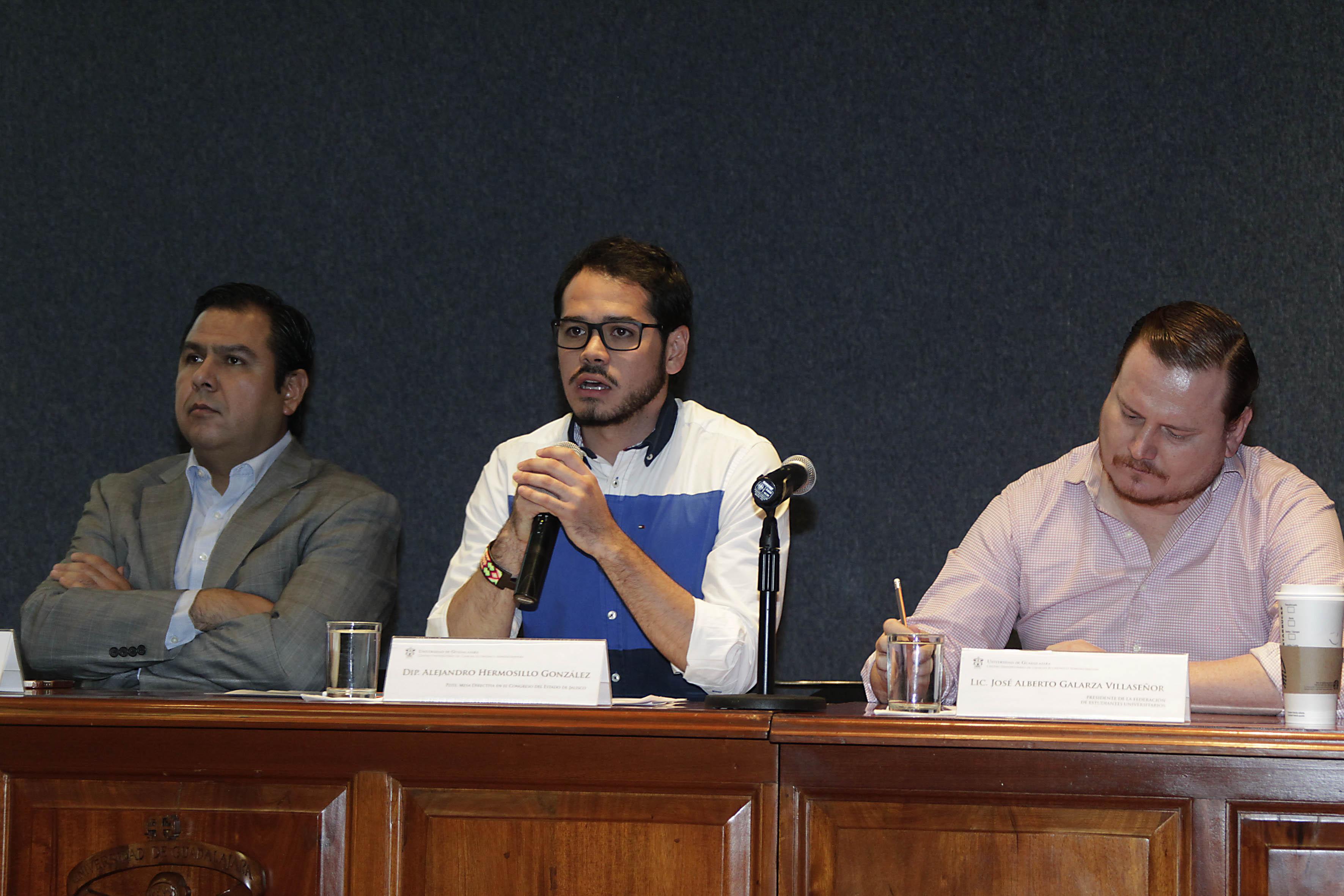 Presidium en la mesa de Diálogo, en la V Semana de Administración Gubernamental en el CUCEA