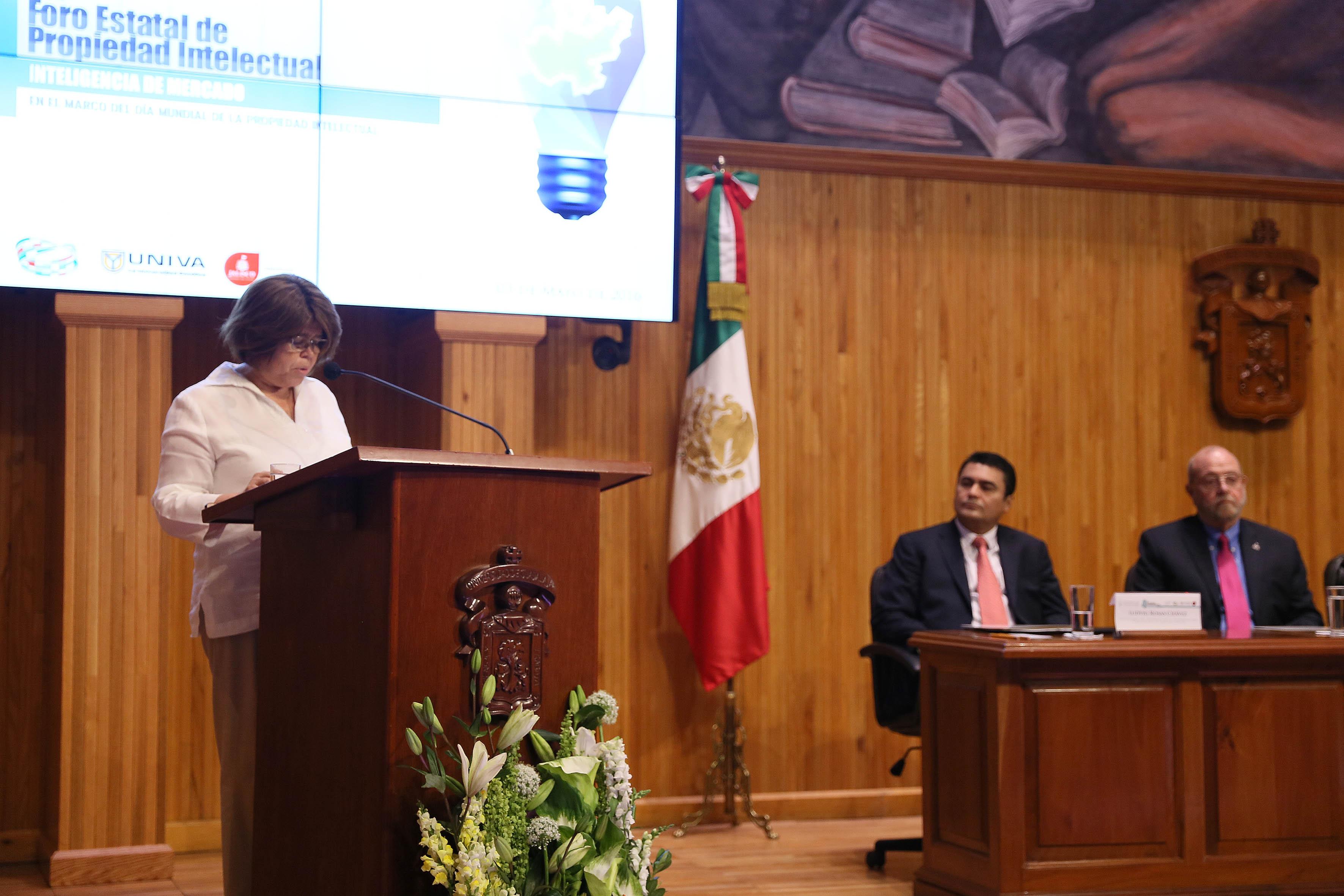 María Luisa García Bátiz participando en el 4to foro estatal de Propiedad Intelectual