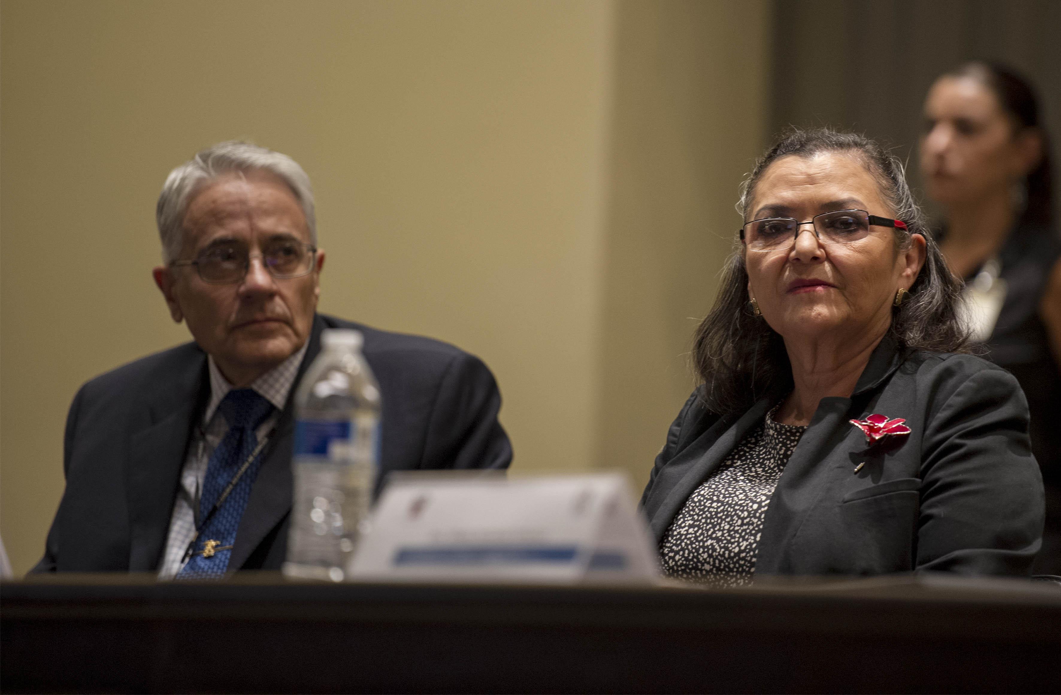 Dra. Ruth Padilla Muñoz, Rectora del CUCEI y el Quimico mexicano Eusebio Juaristi Cosío