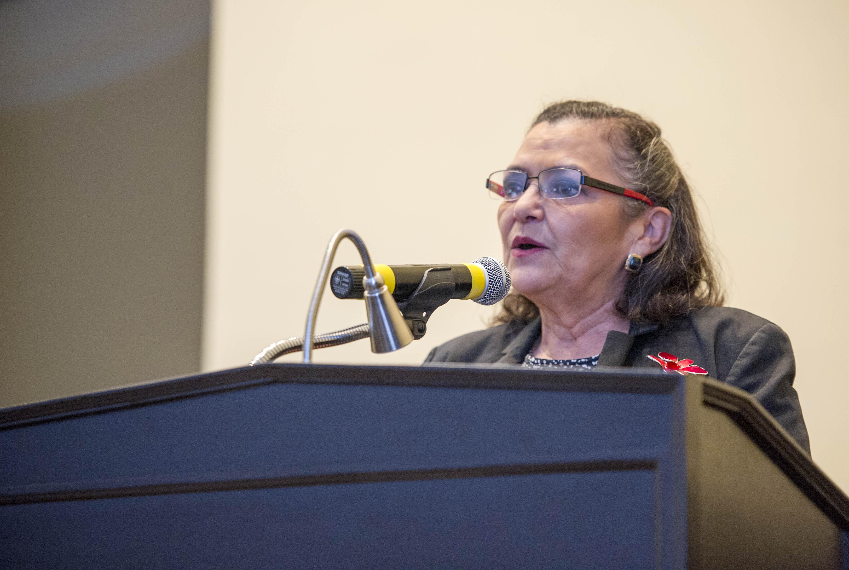 Dra. Ruth Padilla Muñoz, Rectora del CUCEI haciendo uso de la palabra
