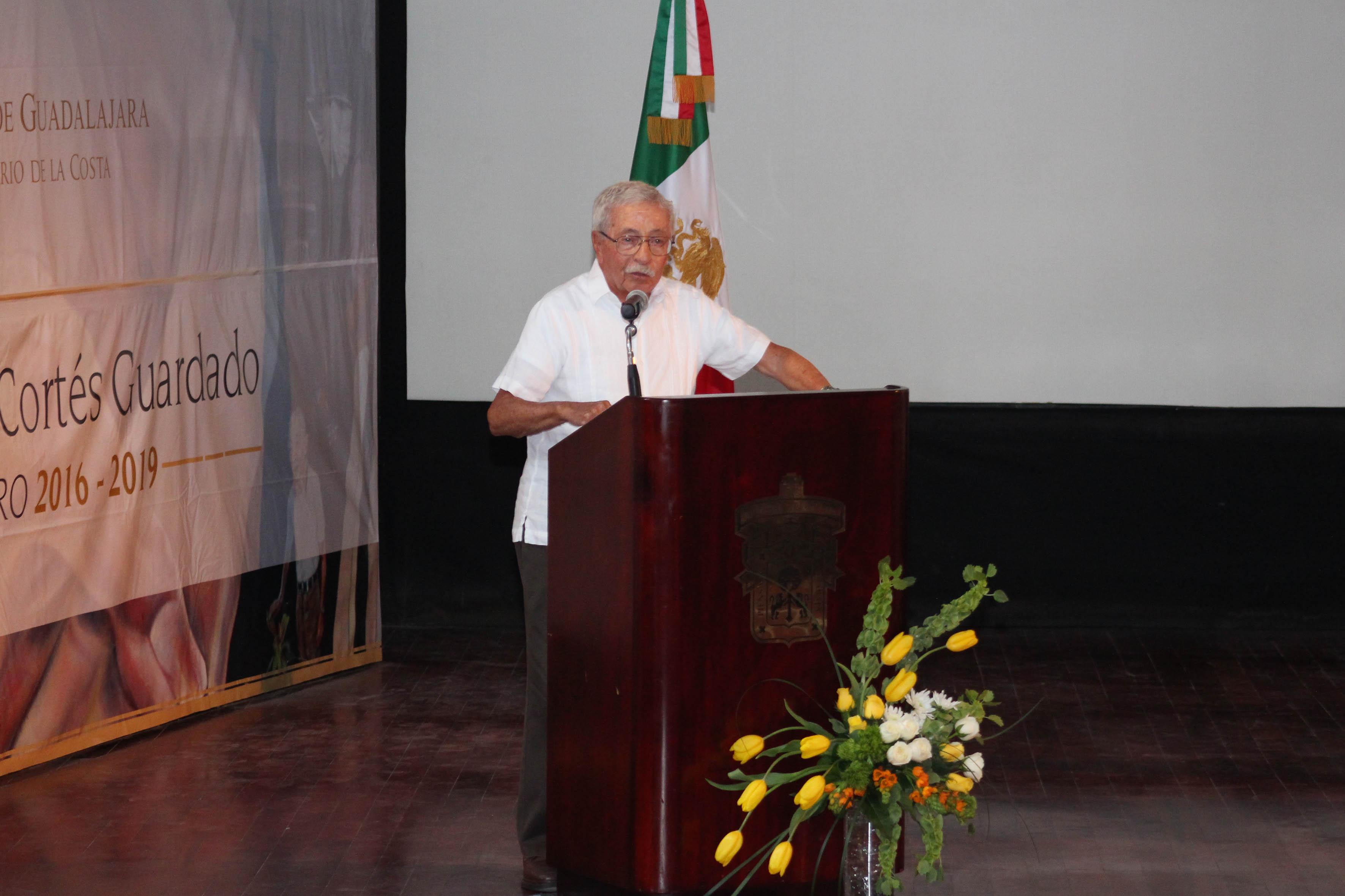 Dr. Juan Luis Cifuentes Lemus en acto de toma de protesta del Rector de CUCosta