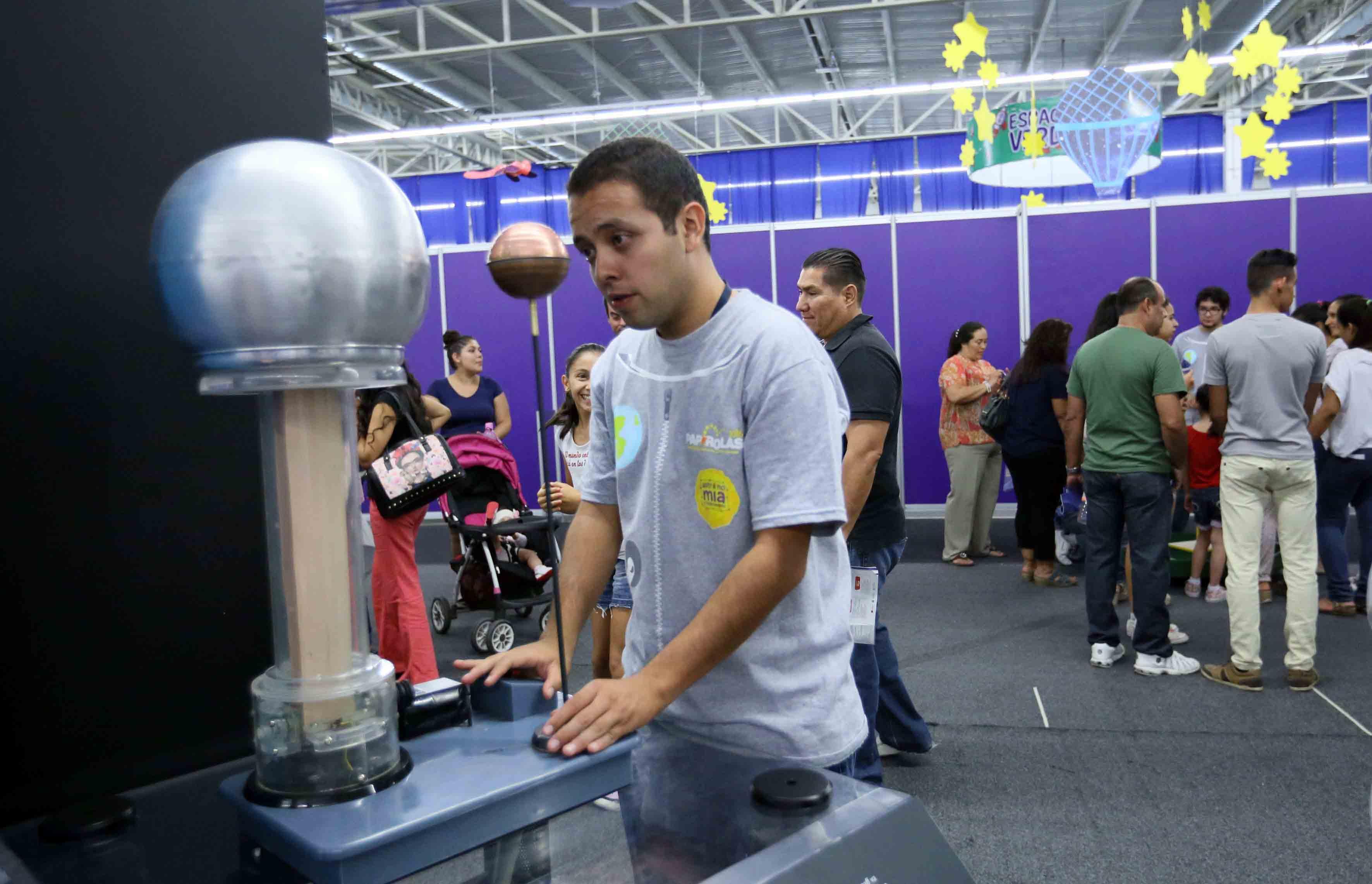 Jovén participando de talleres del Festival Papirolas