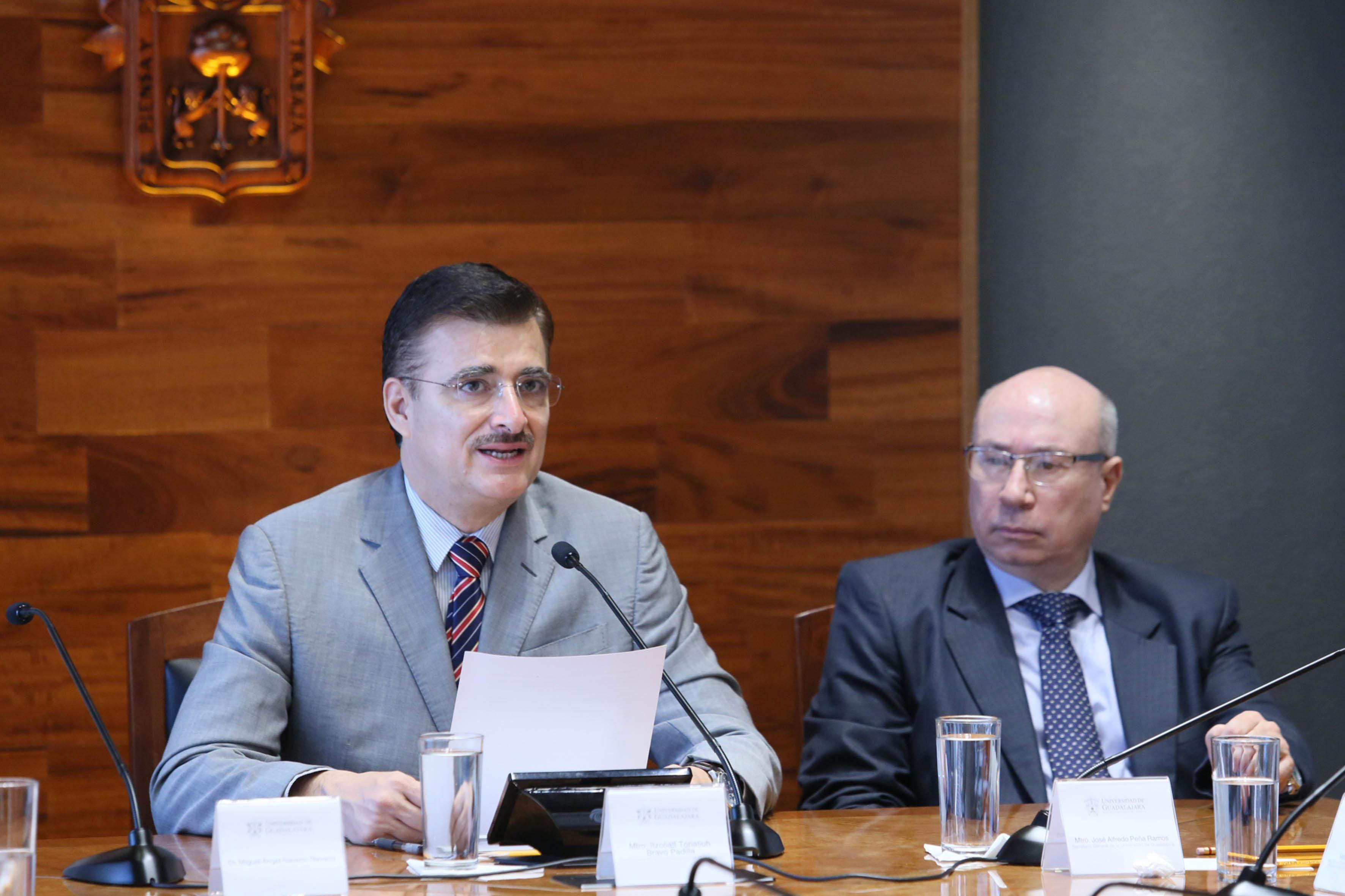 Itzcóatl Tonatiuh Bravo Padilla anunciando un incremento salarial de 3.15 por ciento en 2016