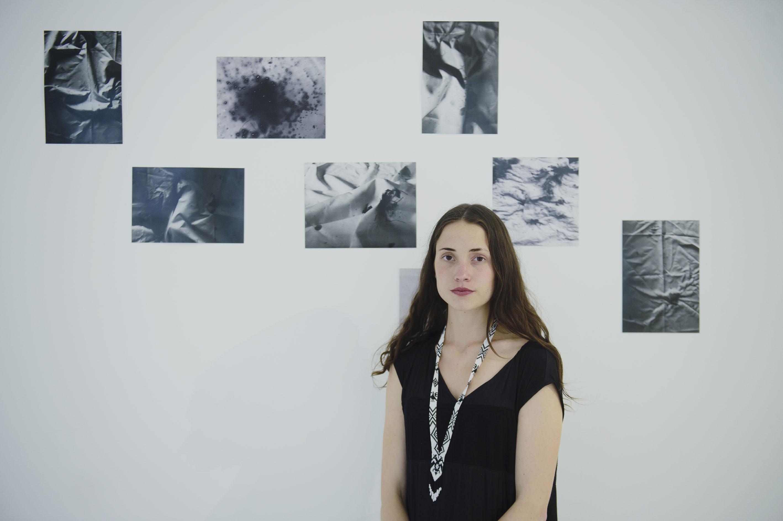 Renata Petersen, Artista plástica, presentando algunas obras de su próxima exposición