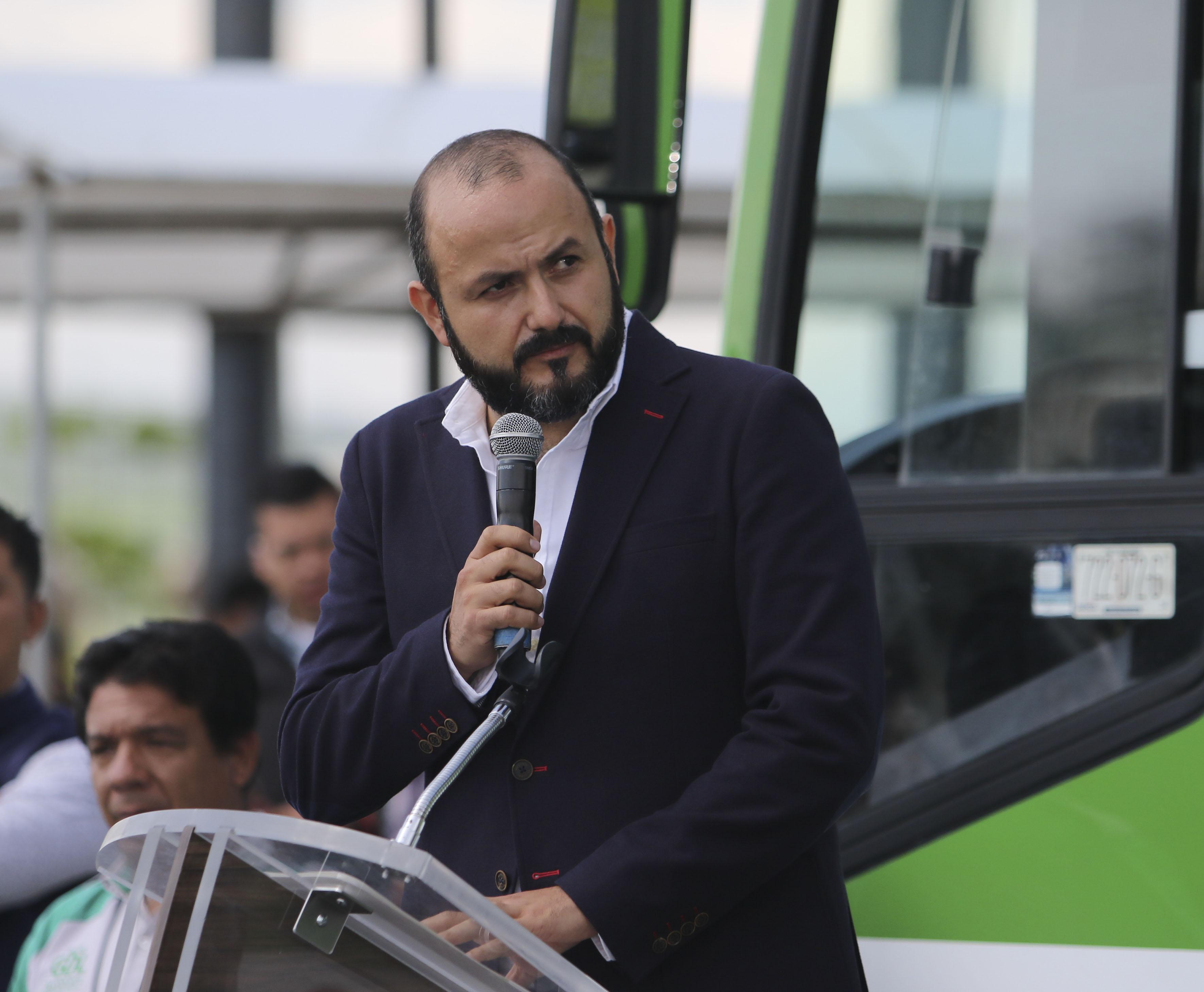 Doctor Ricardo Villanueva Lomelí, Rector del CUTonalá, haciendo uso de la palabra