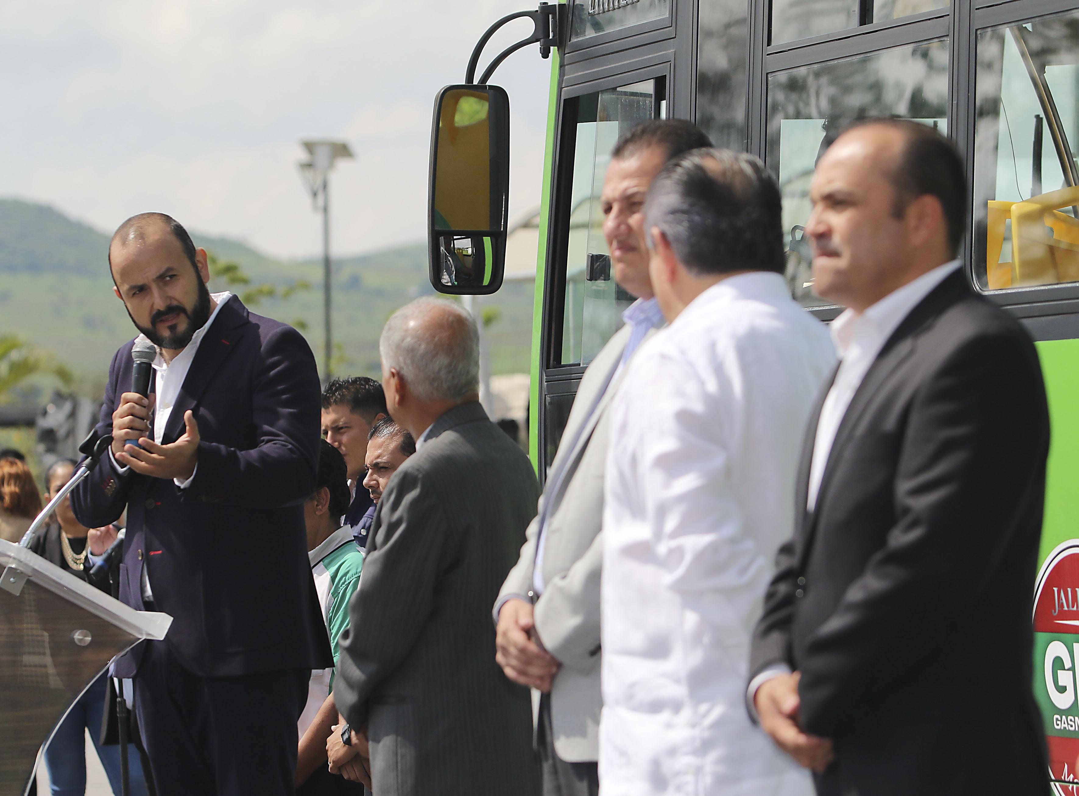 Doctor Ricardo Villanueva Lomelí, Rector del CUTonalá, participando en la ceremonia