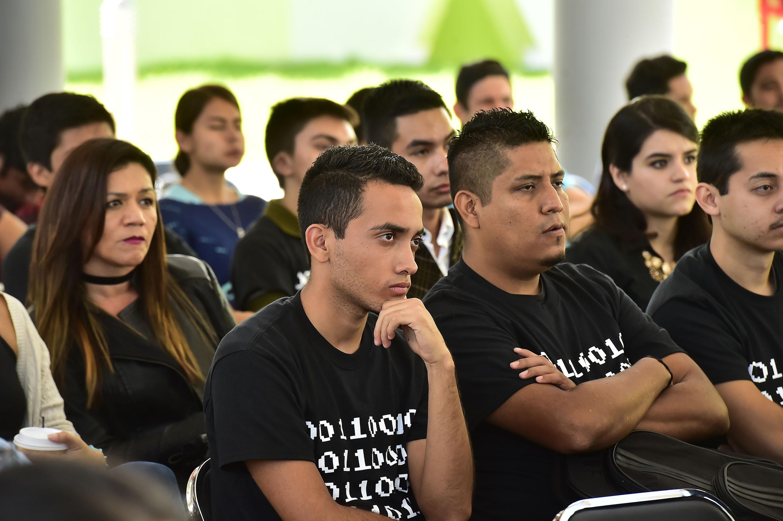Público asistente a la inaguración de la primera jornada tecnológica en el CUTonalá.