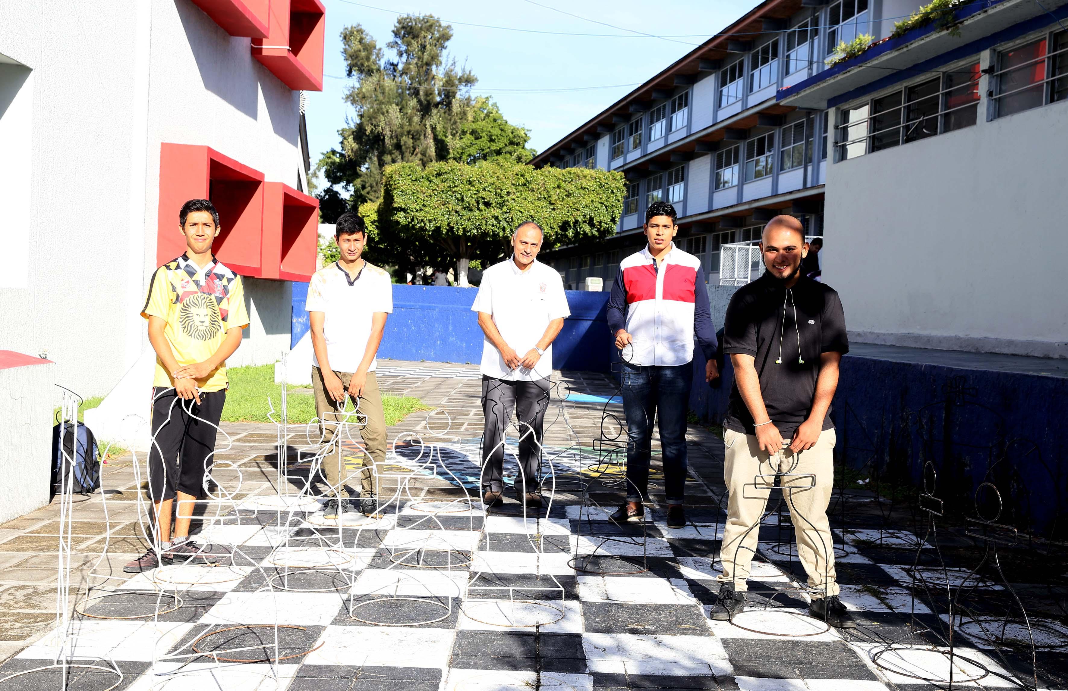 Jóvenes que participaran en el taller de ajedrez