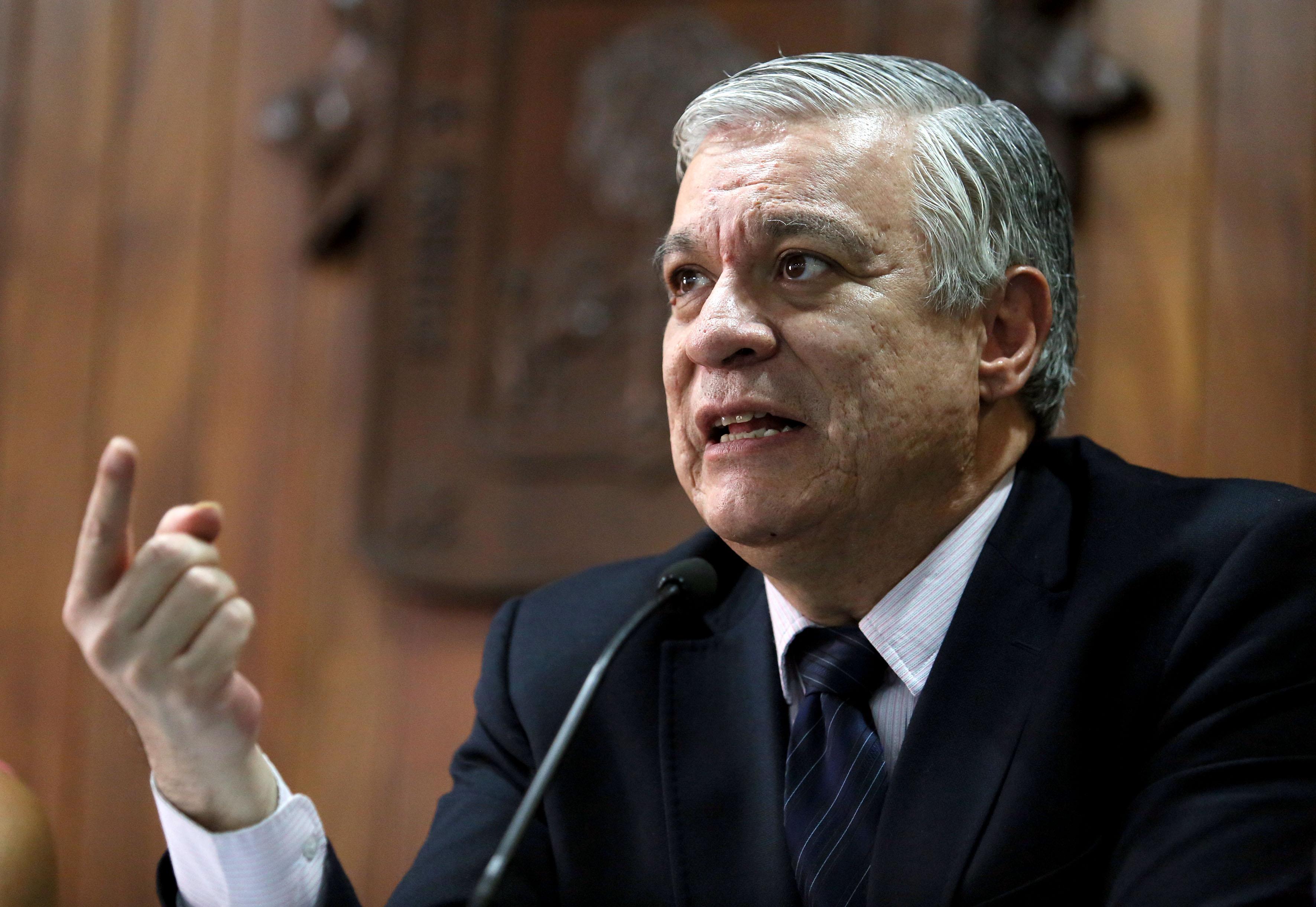 Doctor Armando Zacarías Castillo, jefe del Departamento de Estudios Políticos, haciendo uso de la palabra