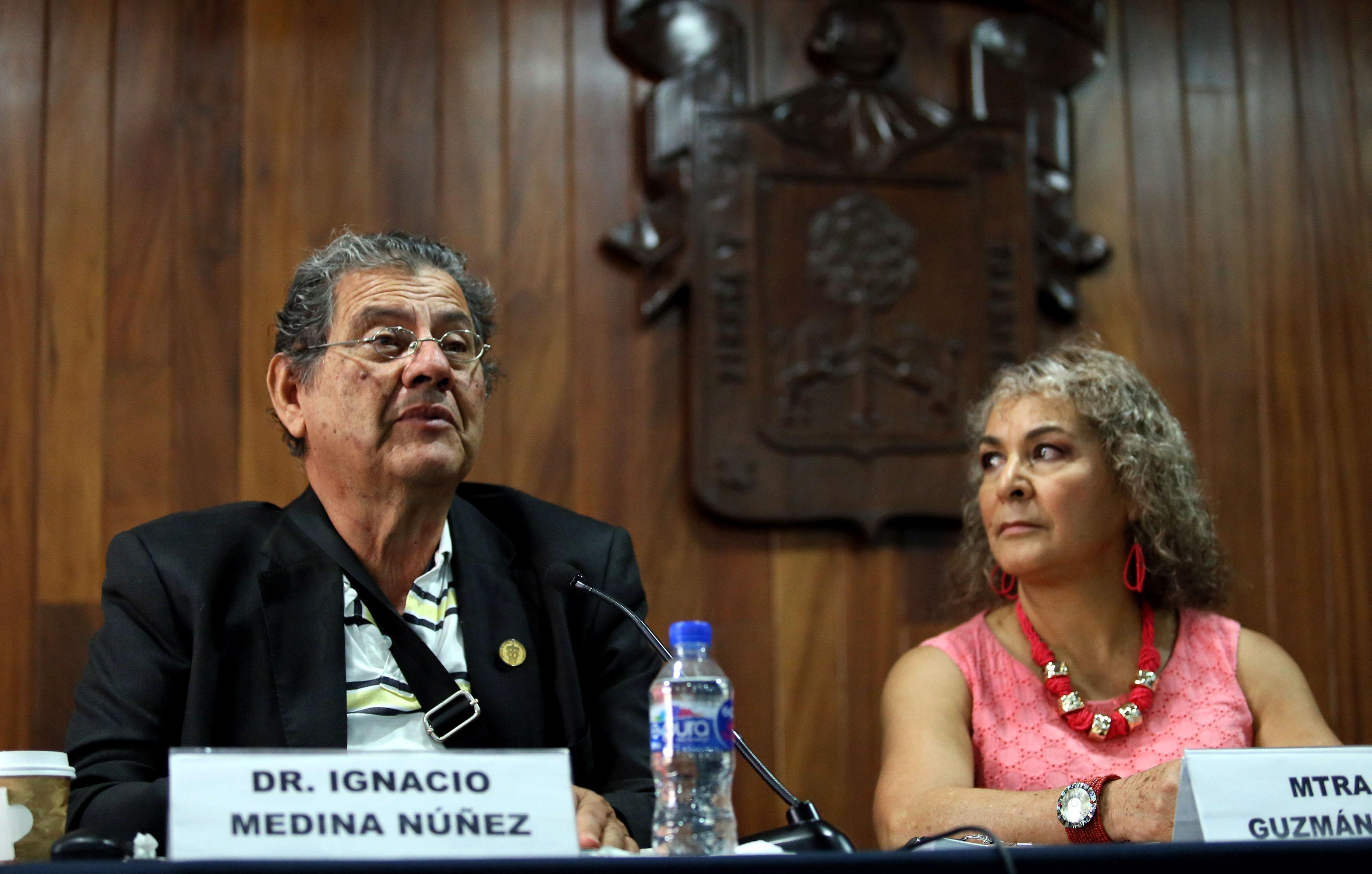 Doctor Ignacio Medina Núñez, académico del CUCSH, haciendo uso de la palabra