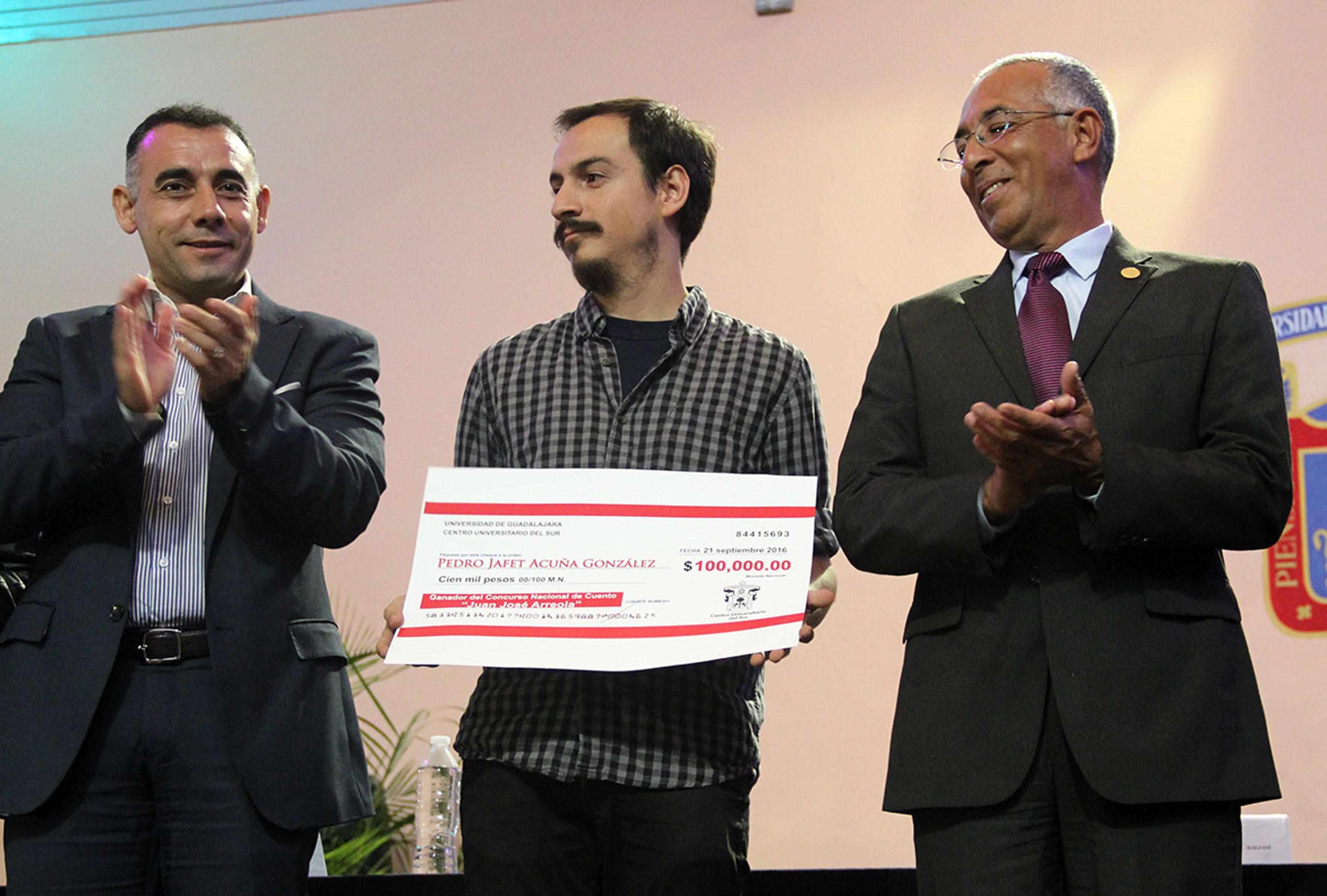 """Pedro Acuña, el ganador del XV Concurso Nacional de Cuento """"Juan José Arreola"""""""