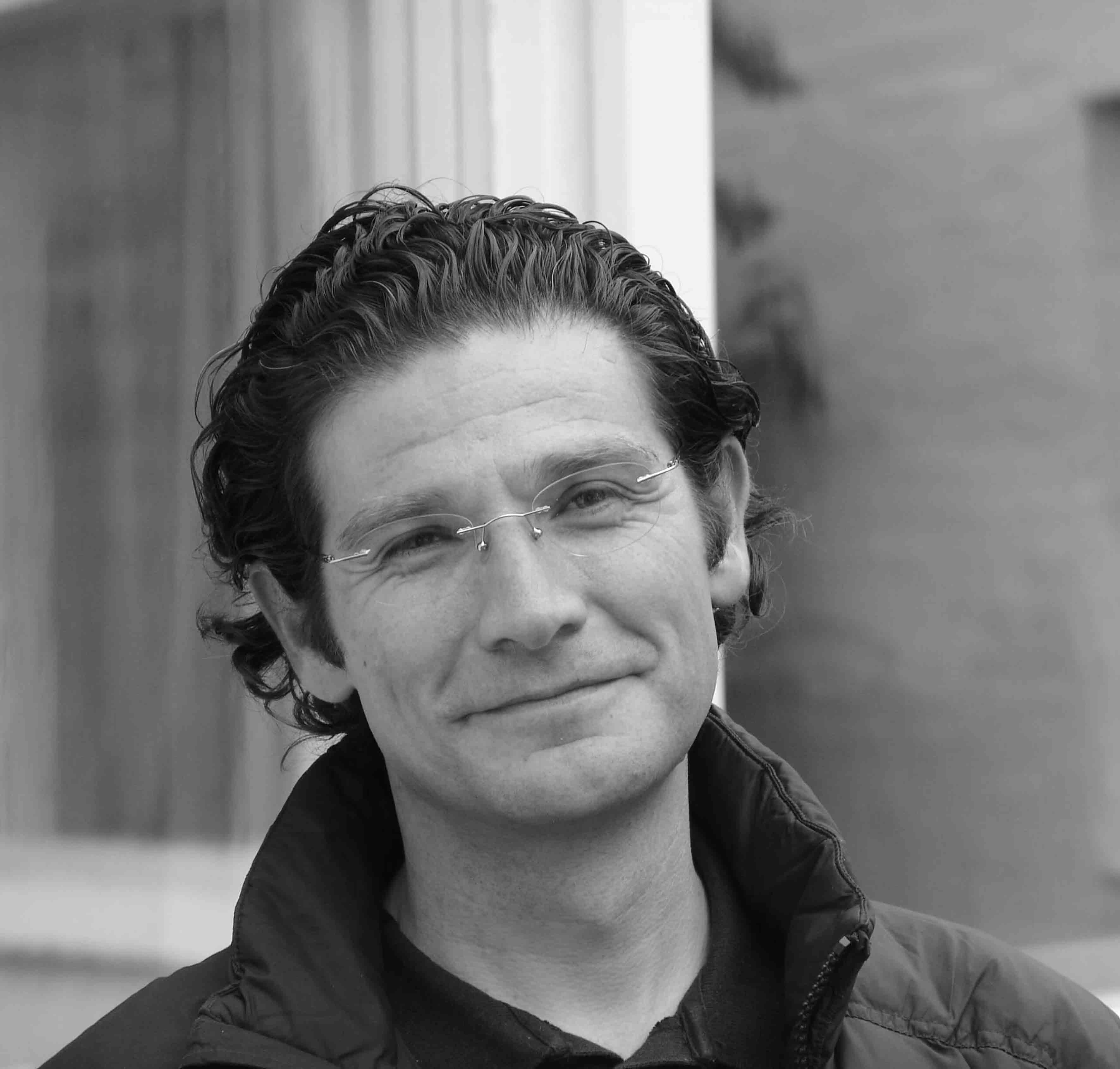 Juan Pablo Ortiz, arquitecto colombiano, quien será reconocido en la Feria Internacional del Libro de Guadalajara