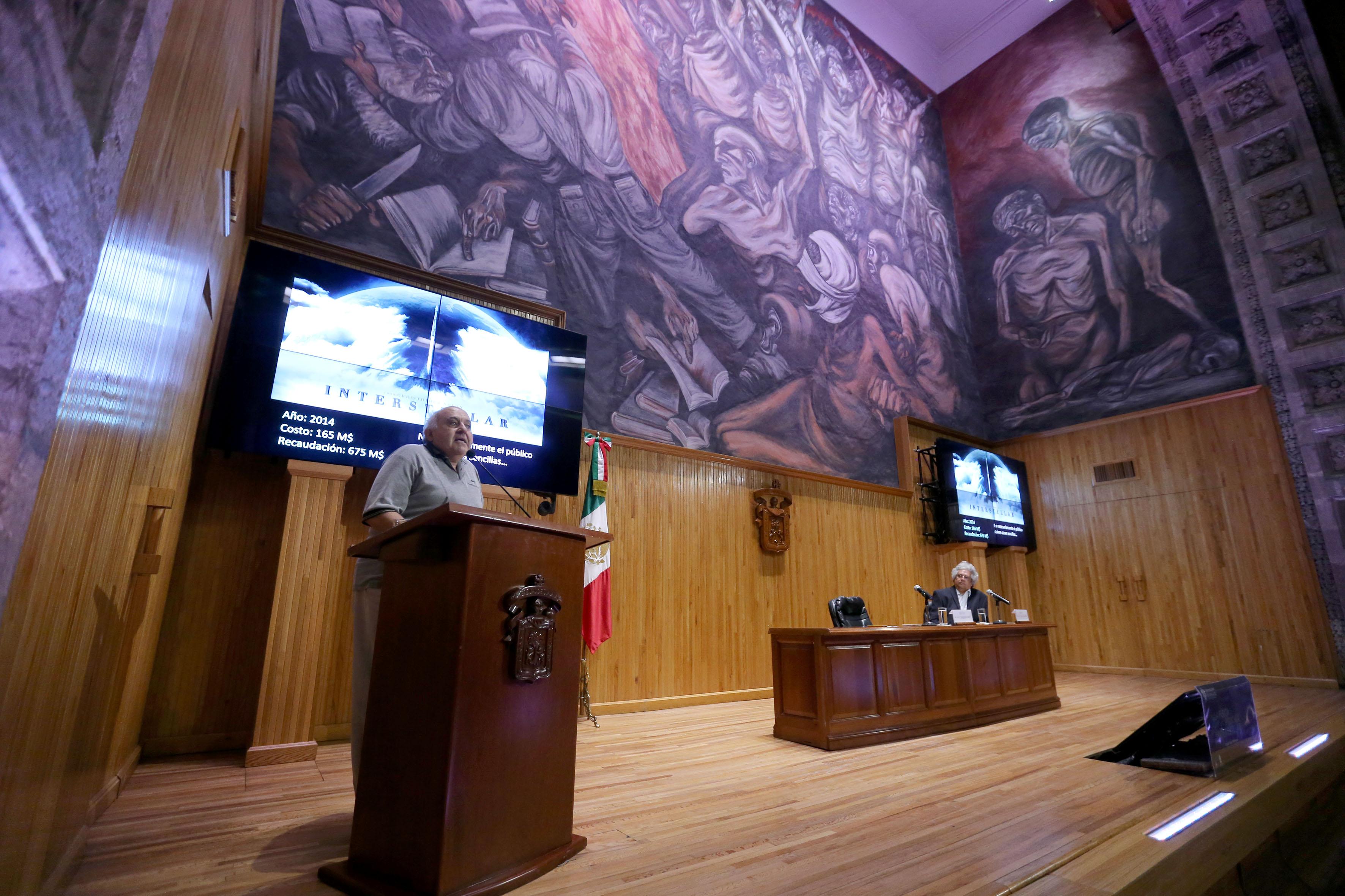 """El Doctor Luis Felipe Rodríguez Jorge en la conferencia """"La física de la película Interestelar"""""""