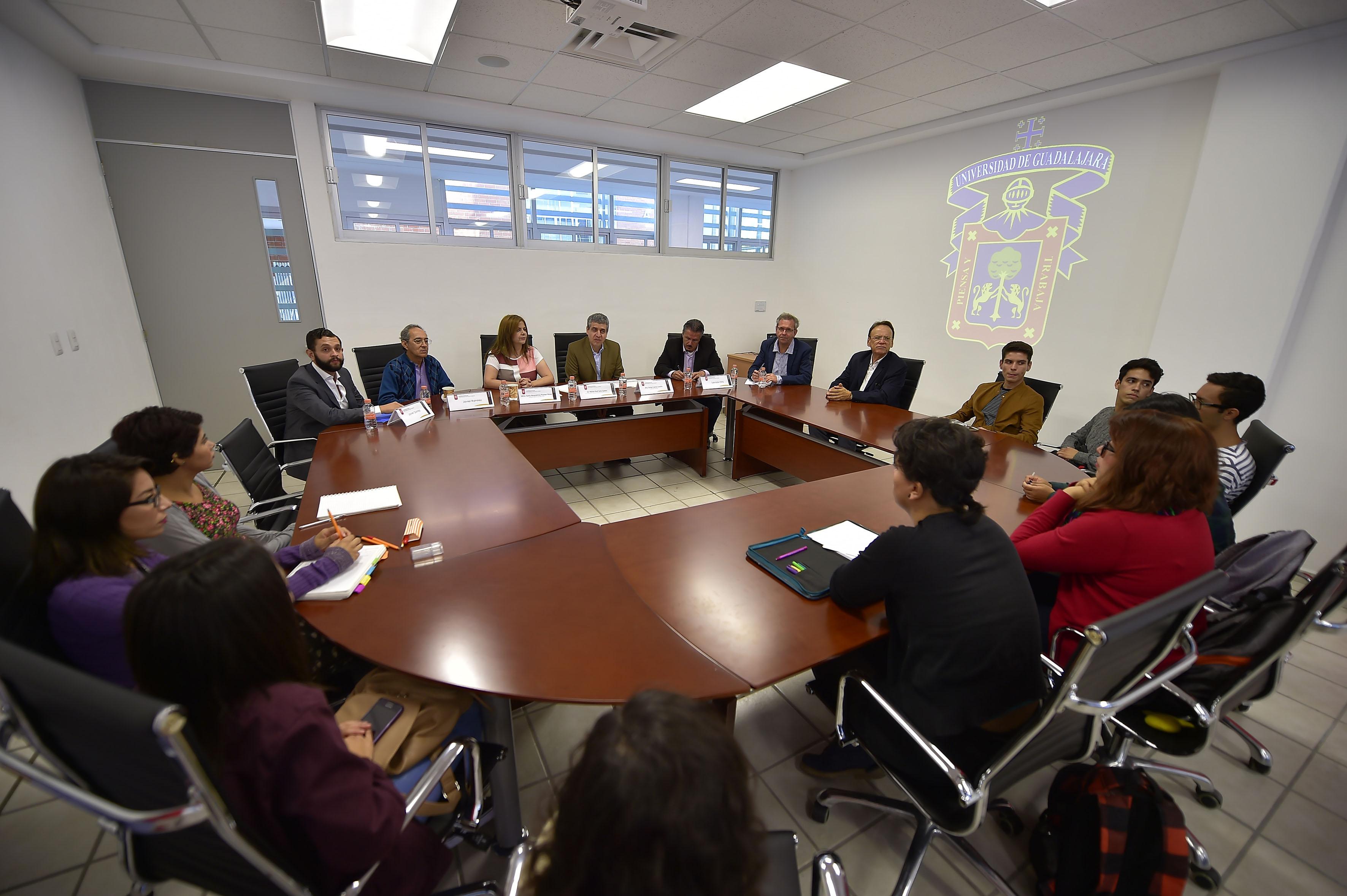 """Primera mesa del Seminario """"Jalisco y arte, modernidad y contemporaneidad"""""""