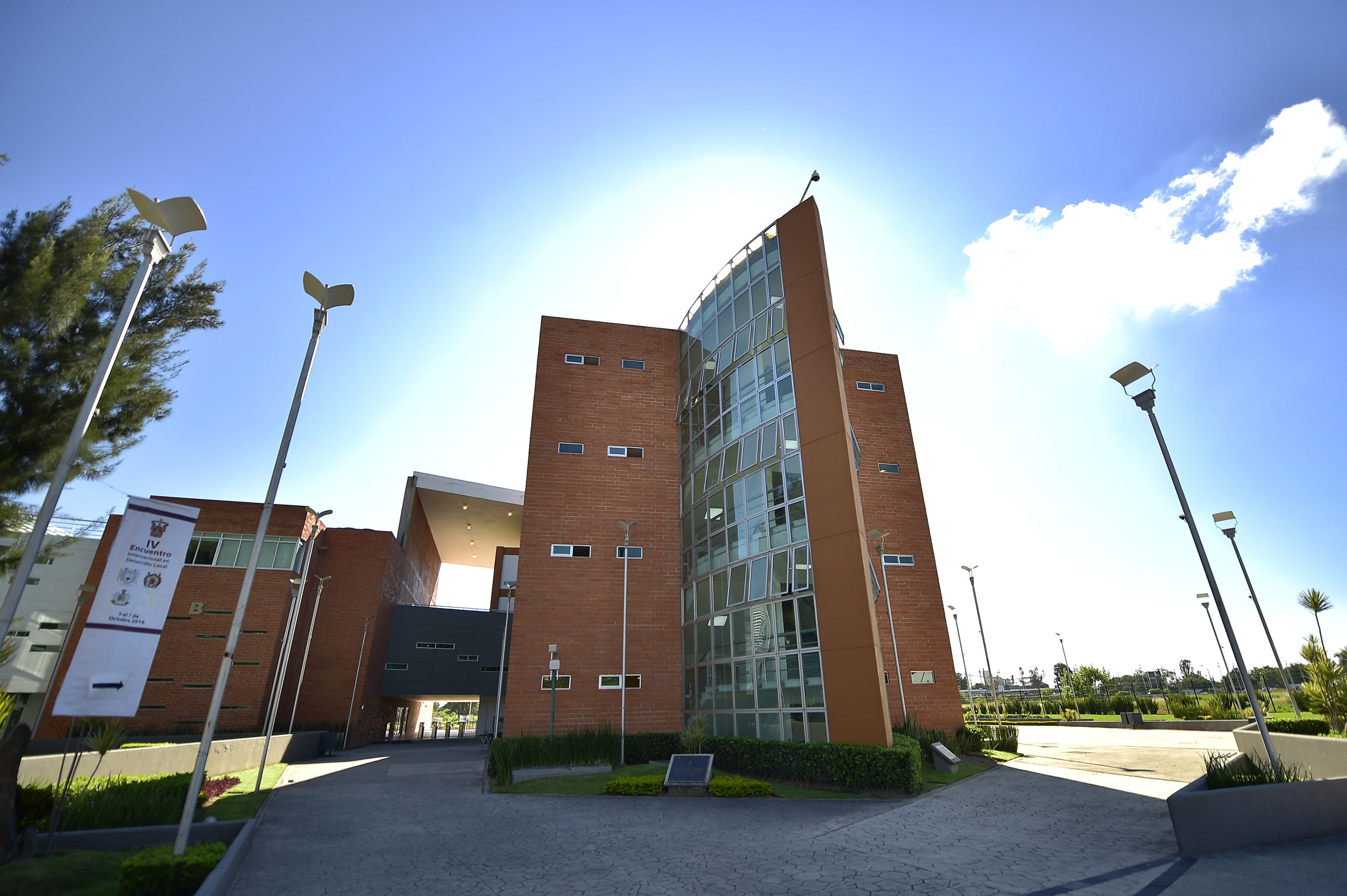 Fachada del Centro Universitario de Ciencias Sociales y Humanidades, campus Belenes
