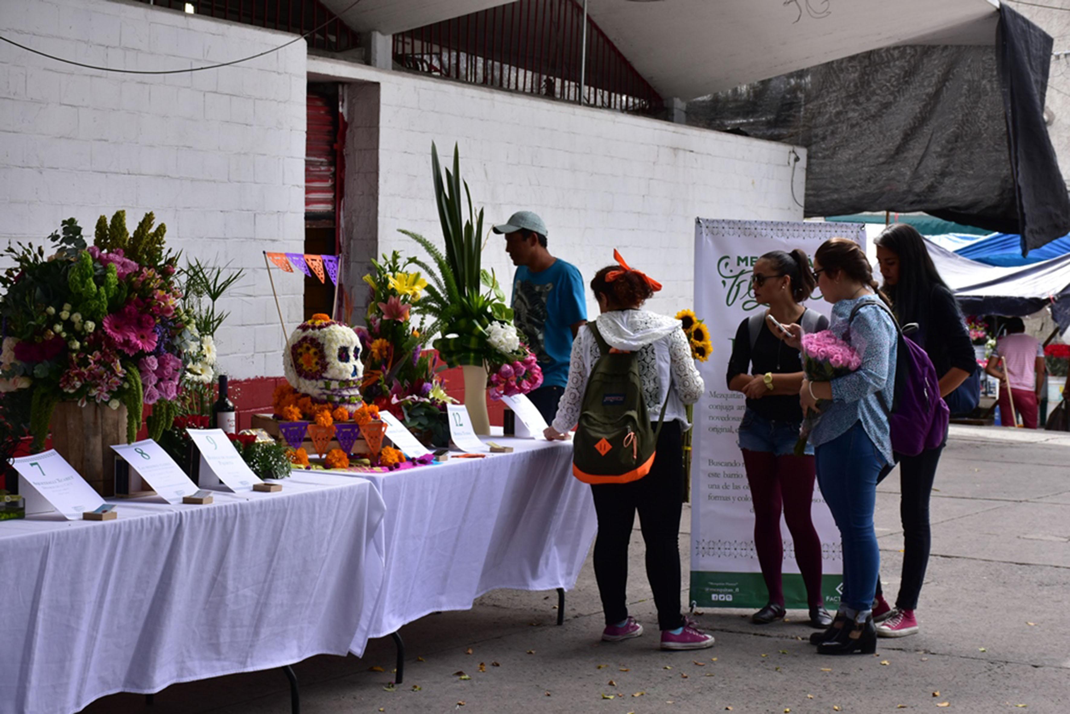 """Presentación del proyecto """"Mezquitán Florece"""" en la explanada del tradicional barrio del Mercado de Mezquitán."""