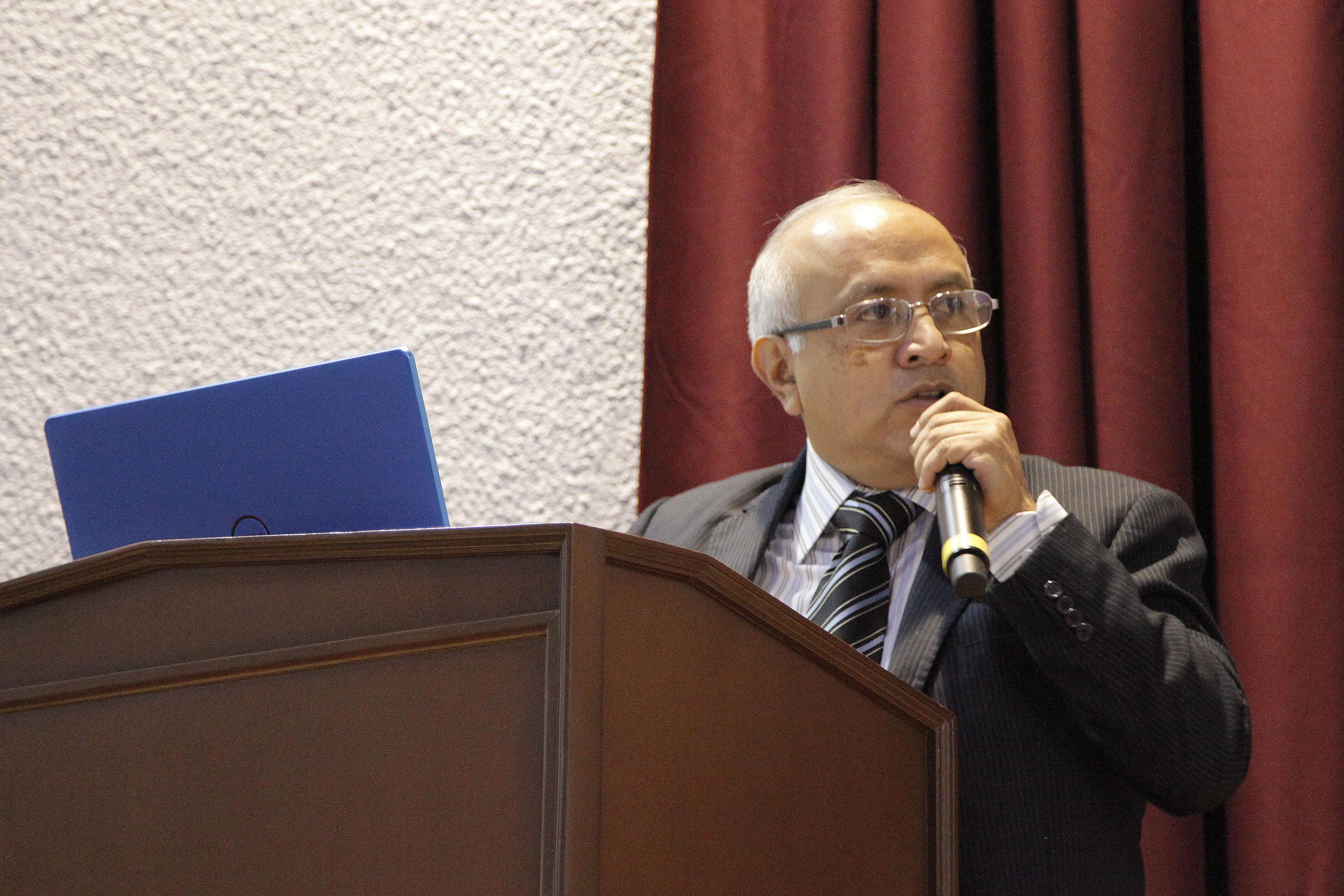 Maestro Sergio Limones Pimentel, Secretario de la División de Ingenierías del CUCEI, haciendo uso de la palabra