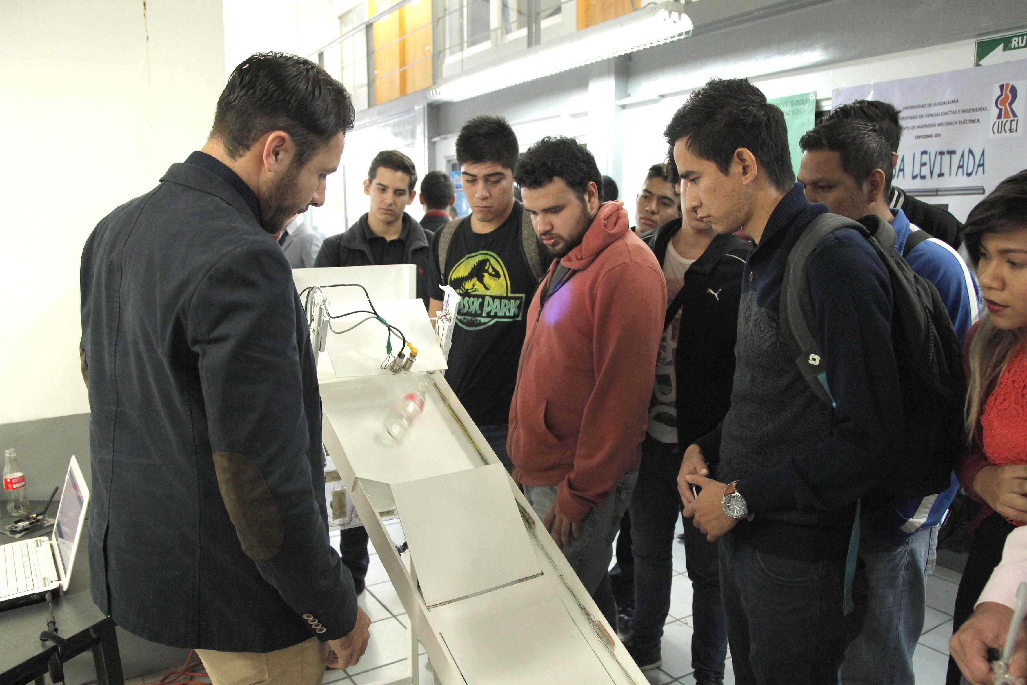 """Demostración del prototipo de ingeniería """"Separador de residuos"""", durante el XXV Expodime"""