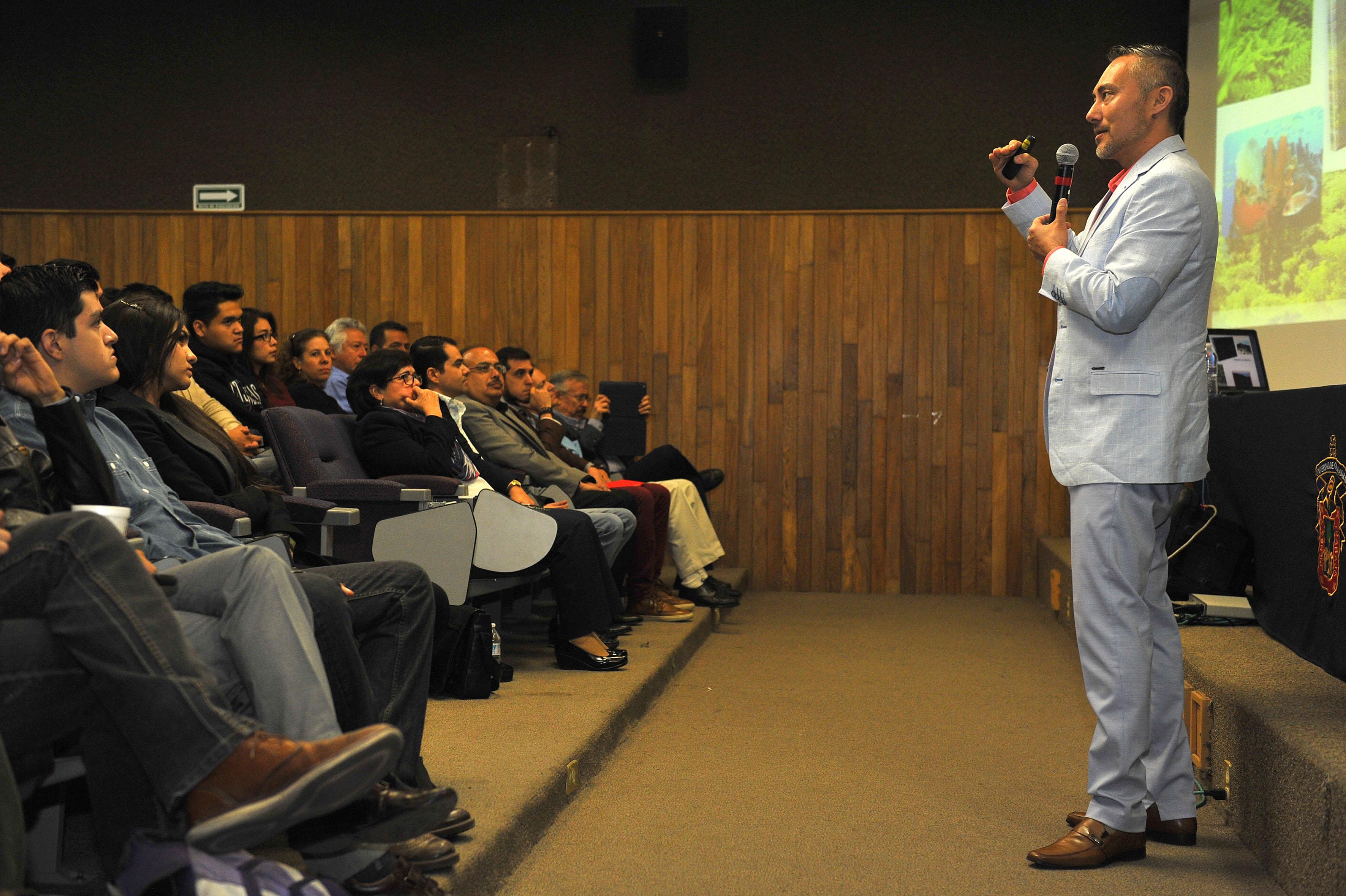 Alexandre Cardoso Taketa participando en el Alexandre en el 3er Simposio Internacional del Doctorado en Ciencias en Procesos Biotecnológicos, organizado por el Centro Universitario de Ciencias Exactas e Ingenierías (CUCEI)