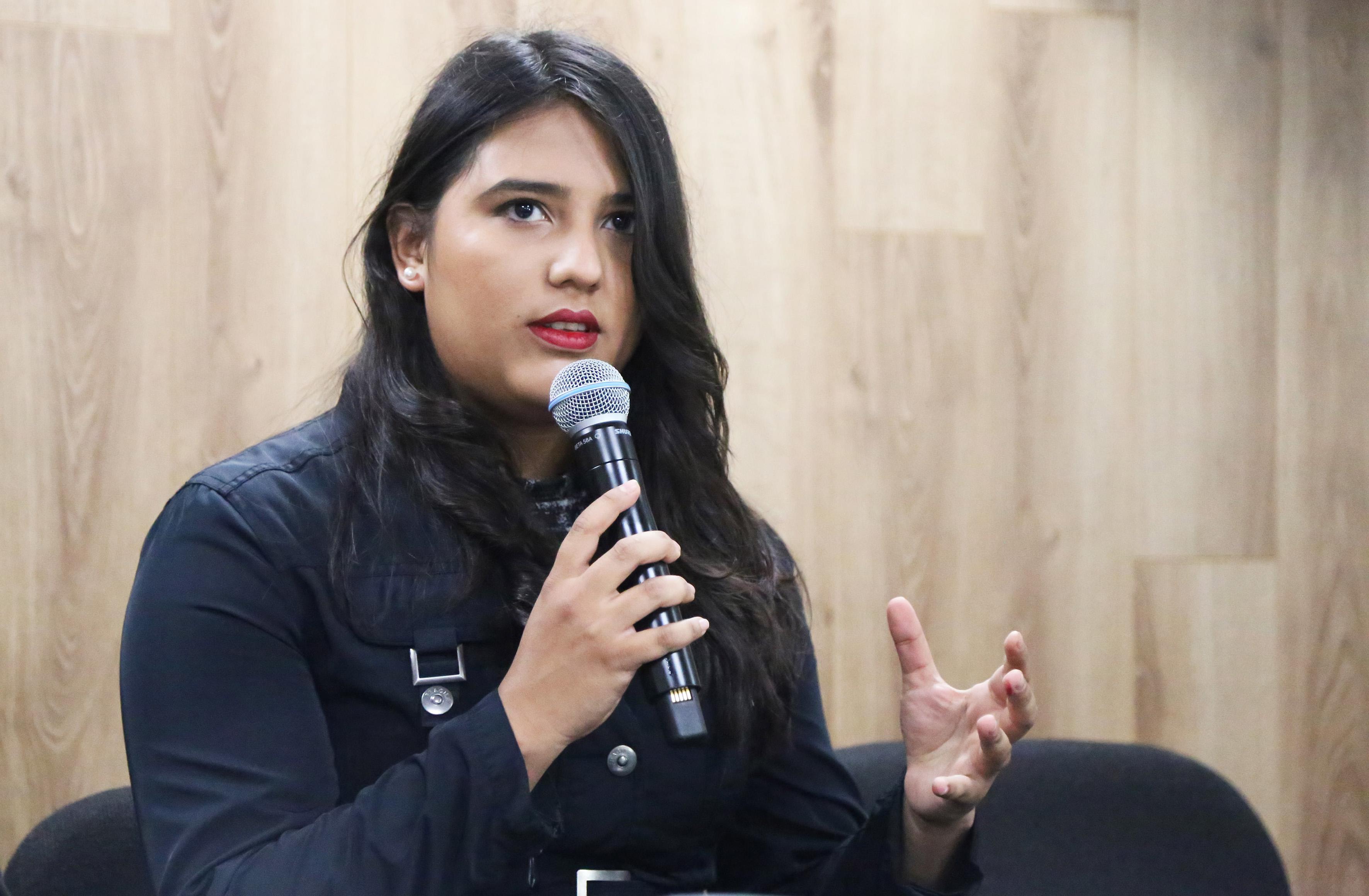 Diana Félix Ruiz, Alumna de la licenciatura en Diseño Industrial, haciendo uso de la palabra