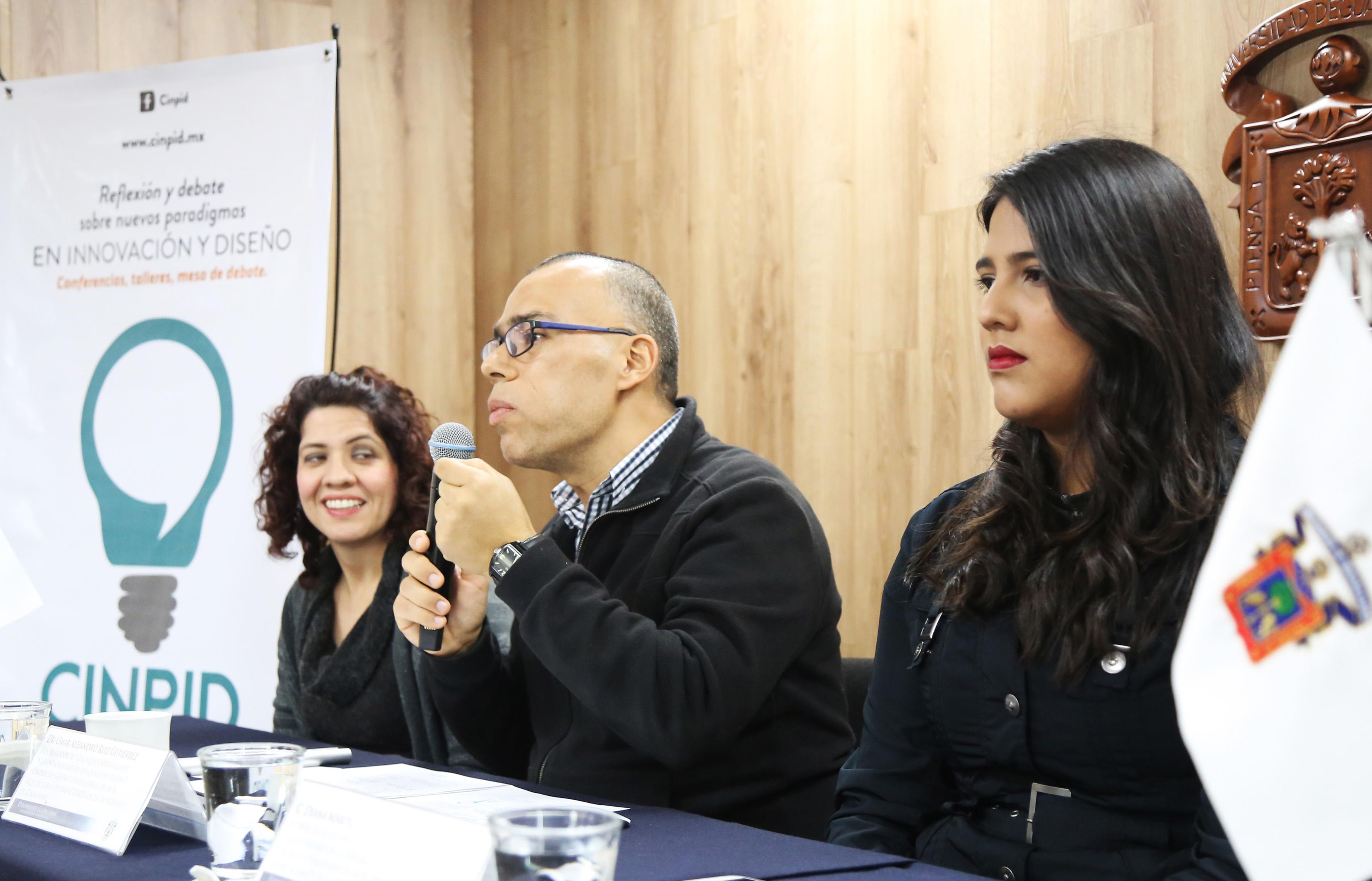 Miembros organizadores del Coloquio internacional, participando en la rueda de prensa