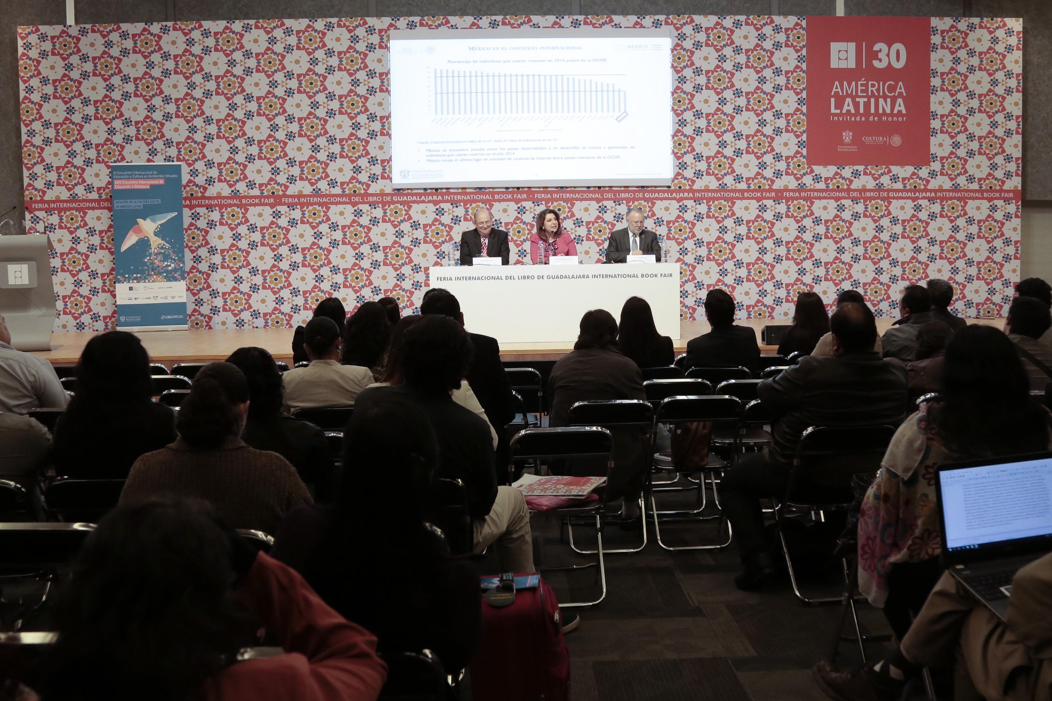 Vista panorámica del evento , durante la intervención de la titular de la Coordinación General Administrativa de la Universidad de Guadalajara, la doctora Carmen Enedina Rodríguez Armenta.