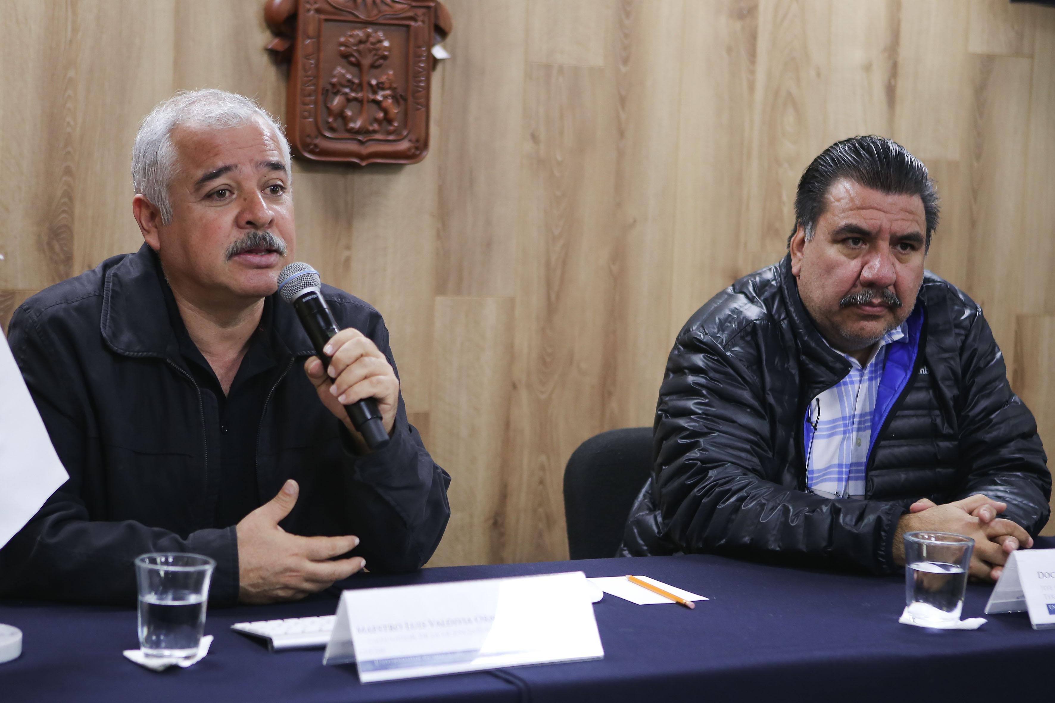 Geógrafo maestro Luis Valdivia Ornelas haciendo uso de la palabra durante rueda de prensa
