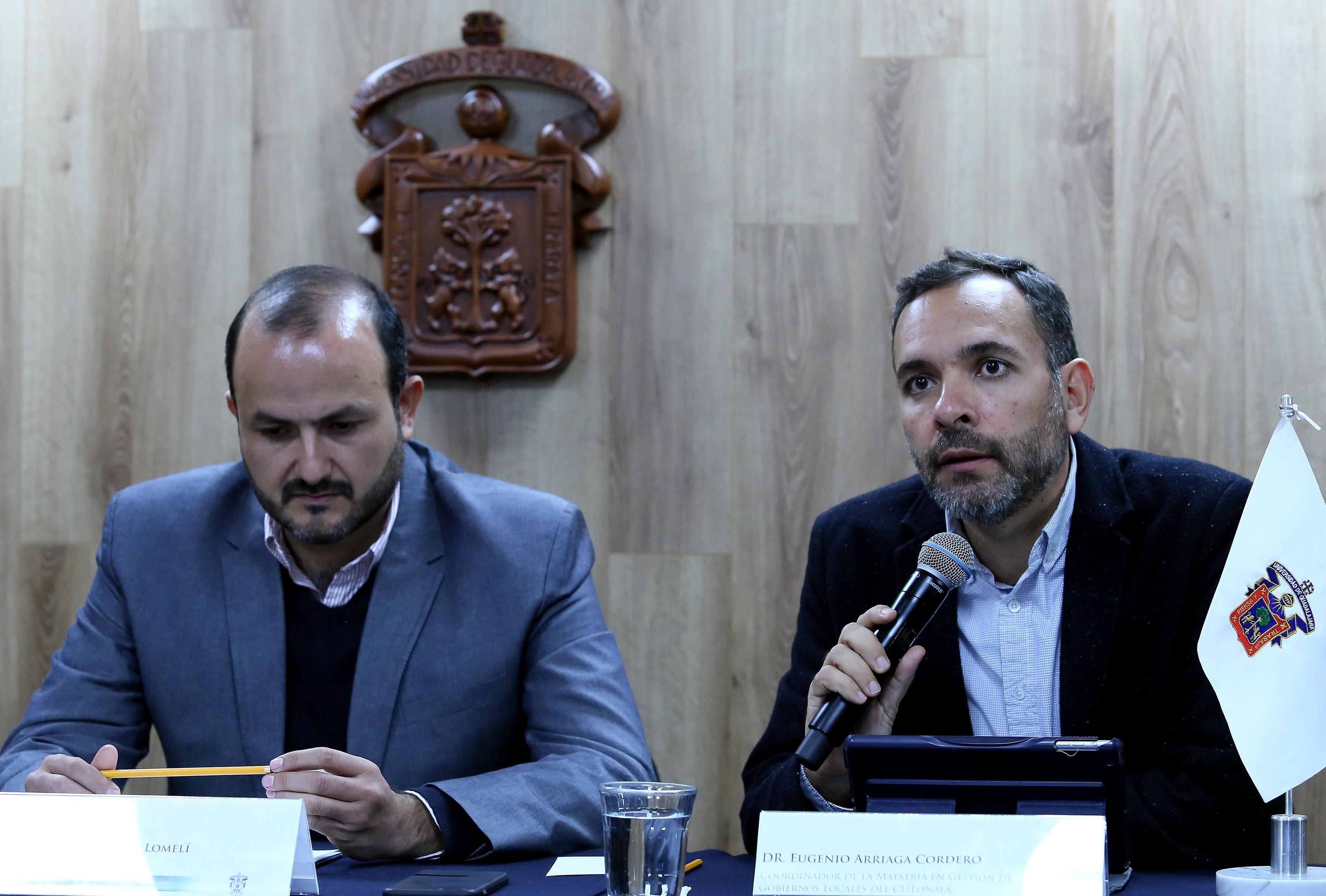 Durante su participación el doctor Eugenio Arriaga Cordero, coordinador de la maestría en Gestión de Gobiernos Locales