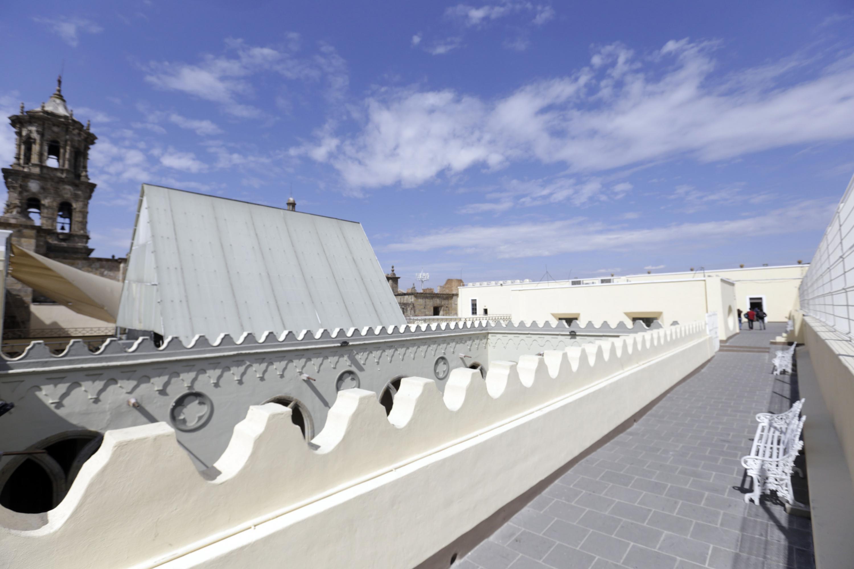 Pasillo de la Preparatoria de Jalisco rehabilitada, como parte de los trabajos de conservación del edificio.