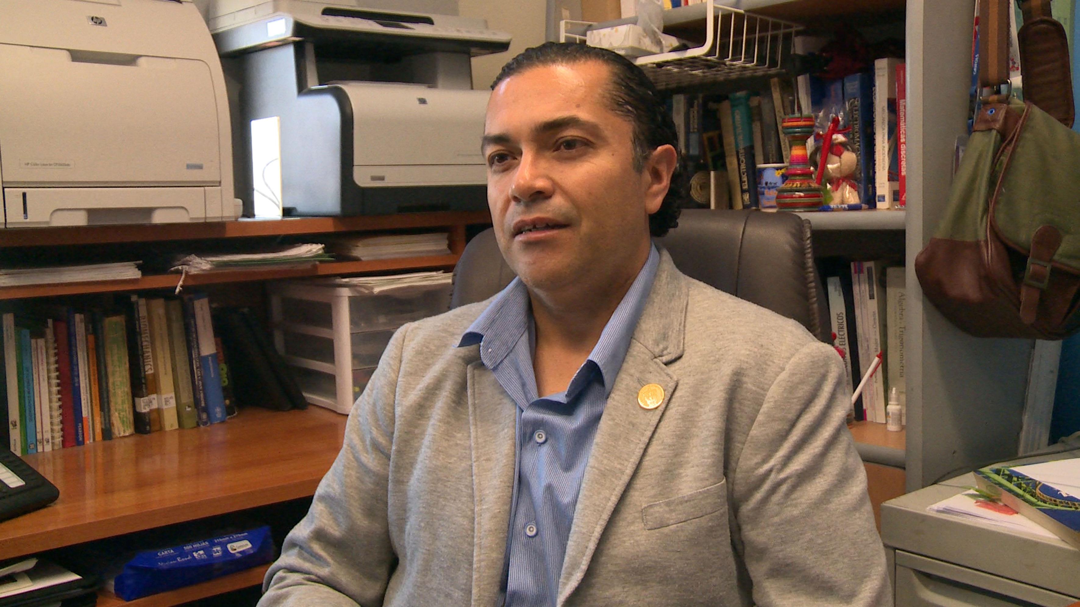 Doctor Rubén Arturo Rodríguez Rojas, académico de Tecnologías de Materiales, del Centro Universitario de los Lagos (CULagos), participando en entrevista.