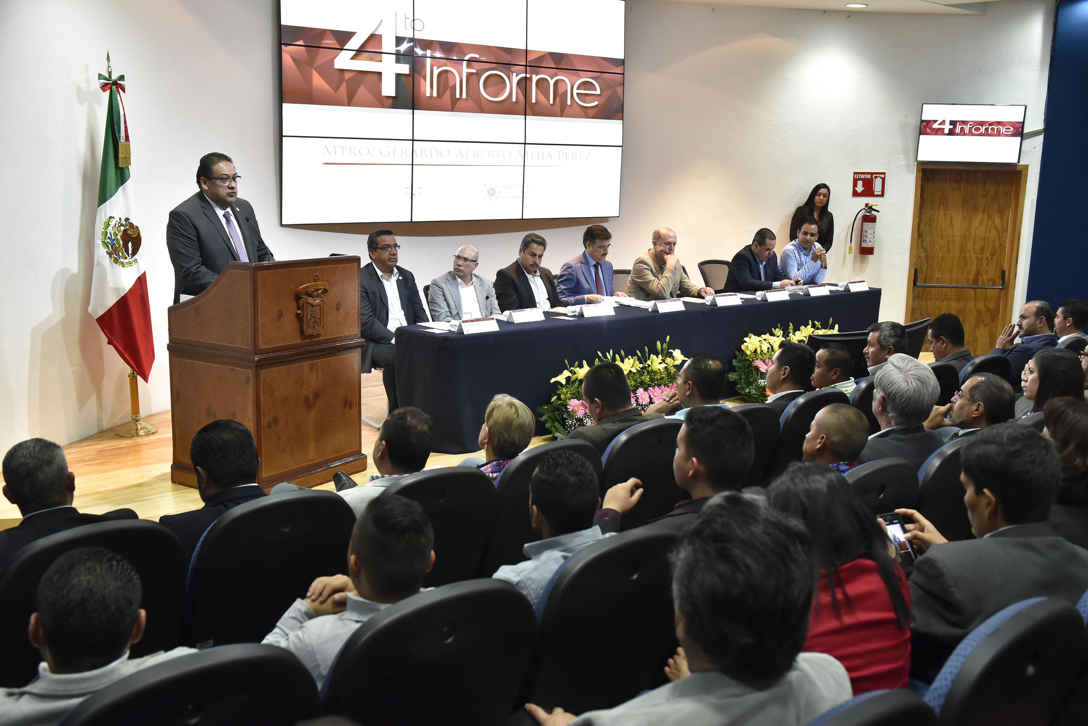 Maestro Gerardo Alberto Mejía Pérez, Rector del Centro Universitario del Norte (CUNorte), presentando su informe de actividades 2016.