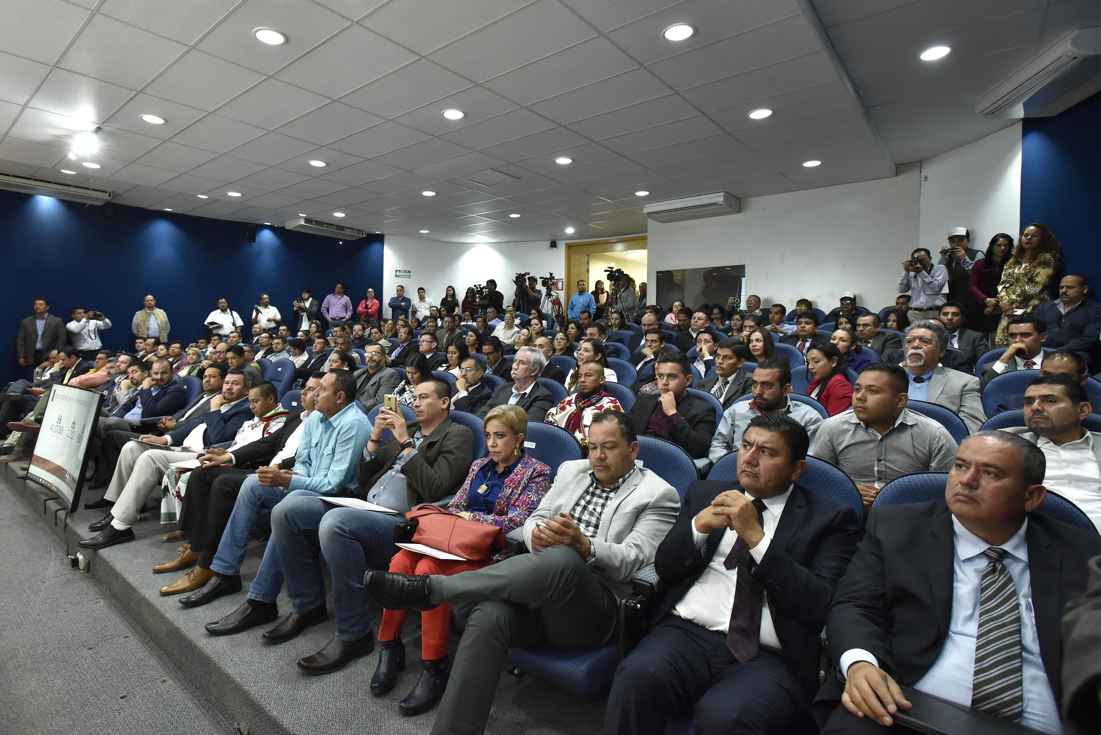 Público asistente al informe de actividades 2016 del Centro Universitario del Norte (CUNorte).