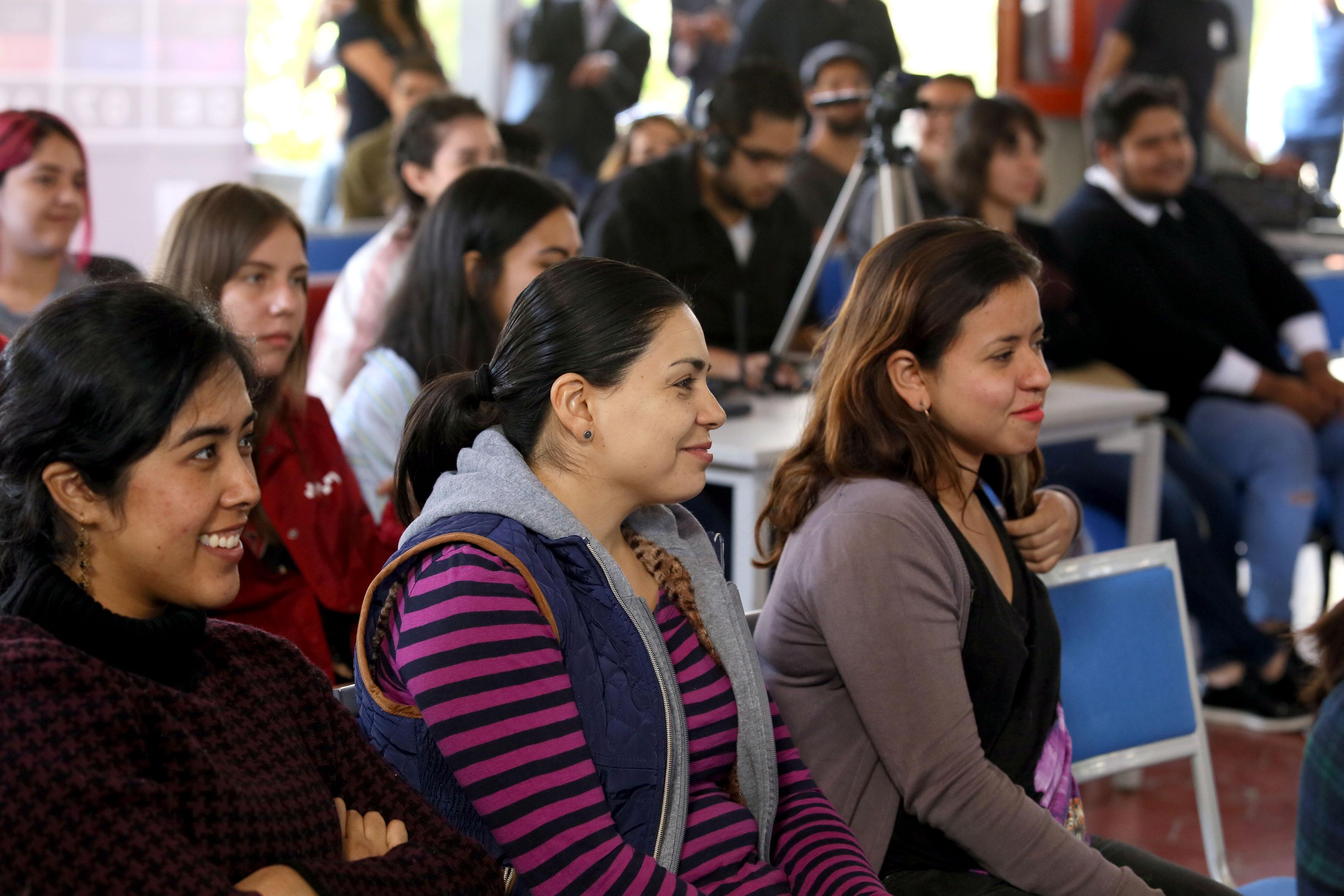 Vista panorámica del público asistente a la conferencia inagural de la semana del Diseño en CUAAD.