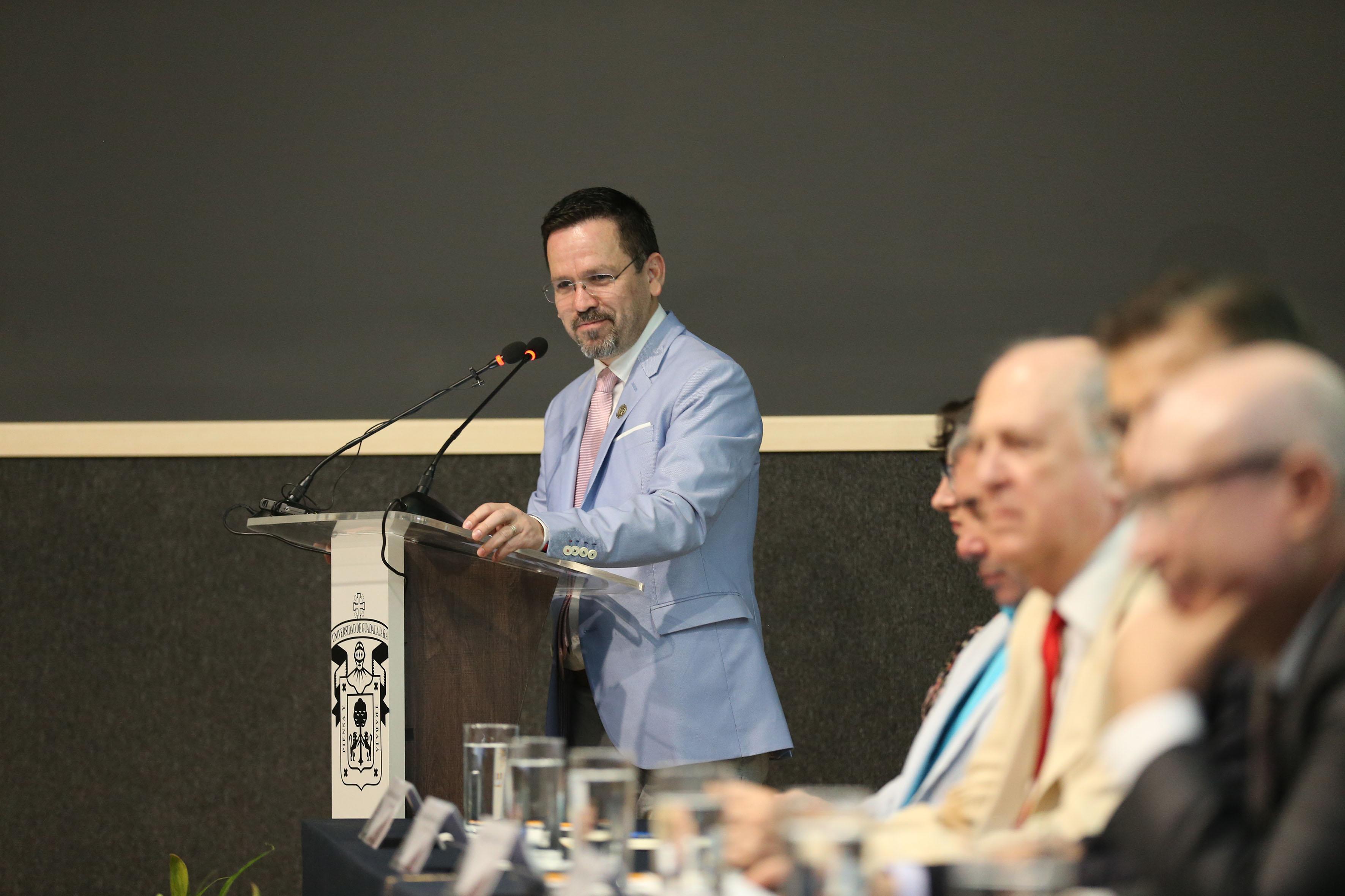Rector del CULagos  doctor Aristarco Regalado Pinedo, al rendir su informe de actividades del 2016.