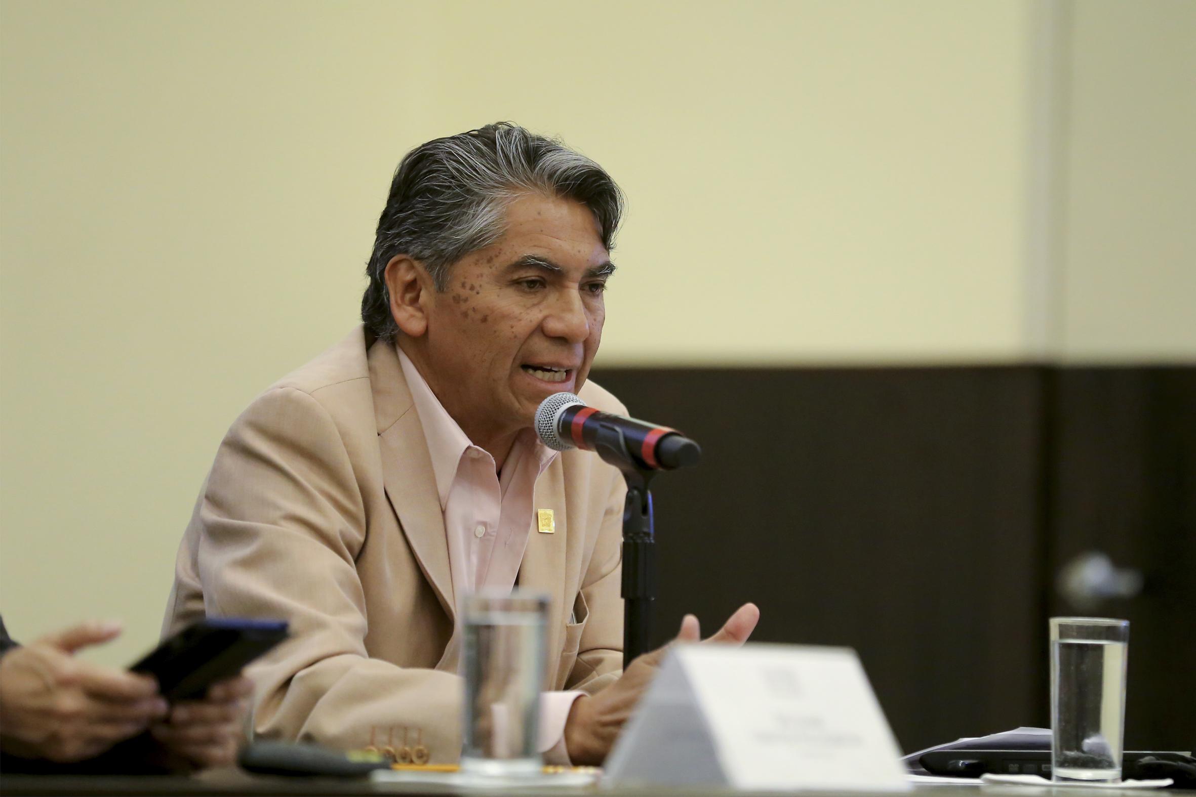 Director de la División de Estudios Científicos y Tecnológicos del Centro Universitario de los Valles (CUValles), José Rosas Elguera, haciendo uso de la voz