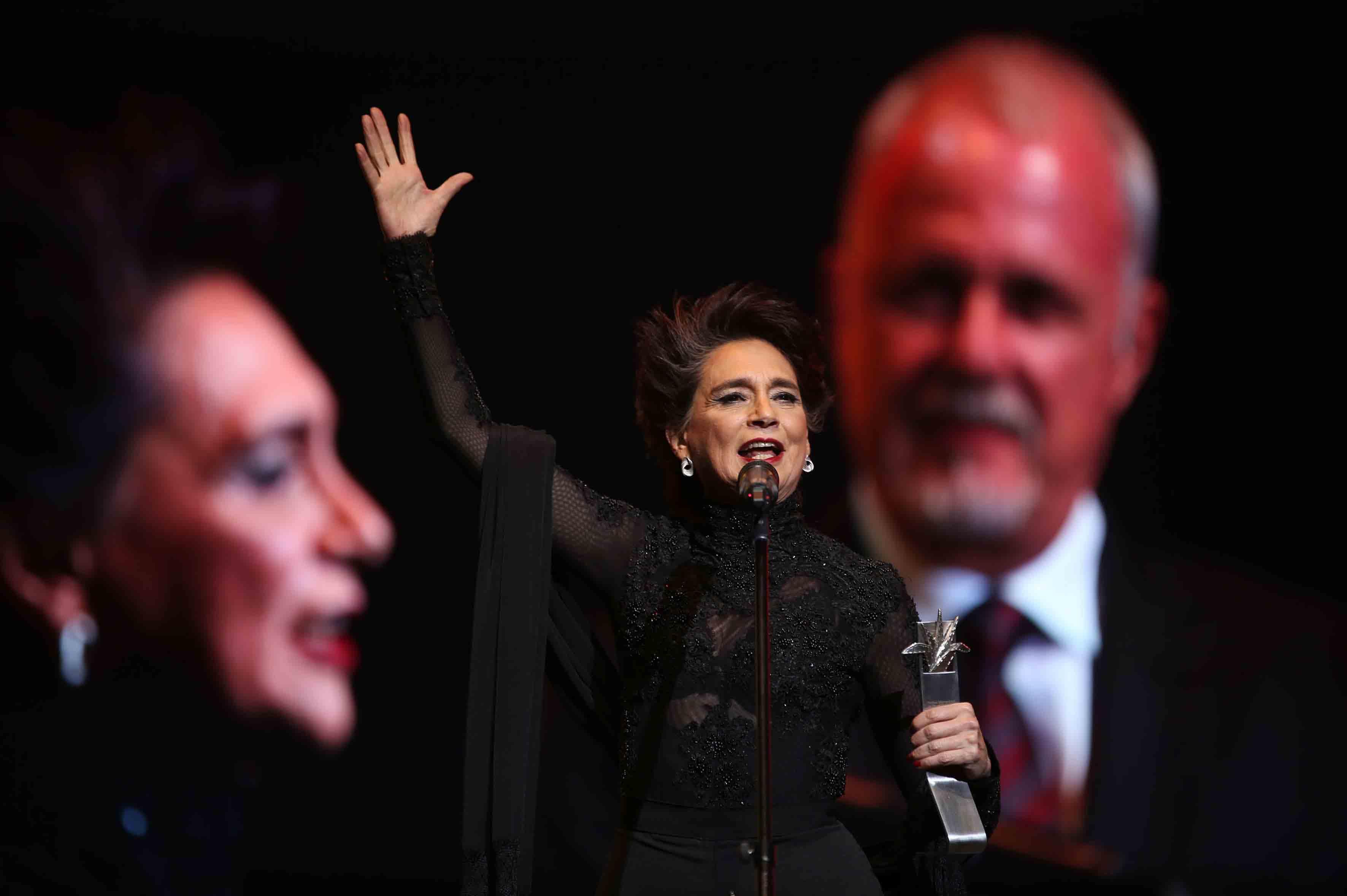 Ofelia Medina, actriz, guionista y productora mexicana, ofreciendo discurso durante la ceremonia de entrega de premios.