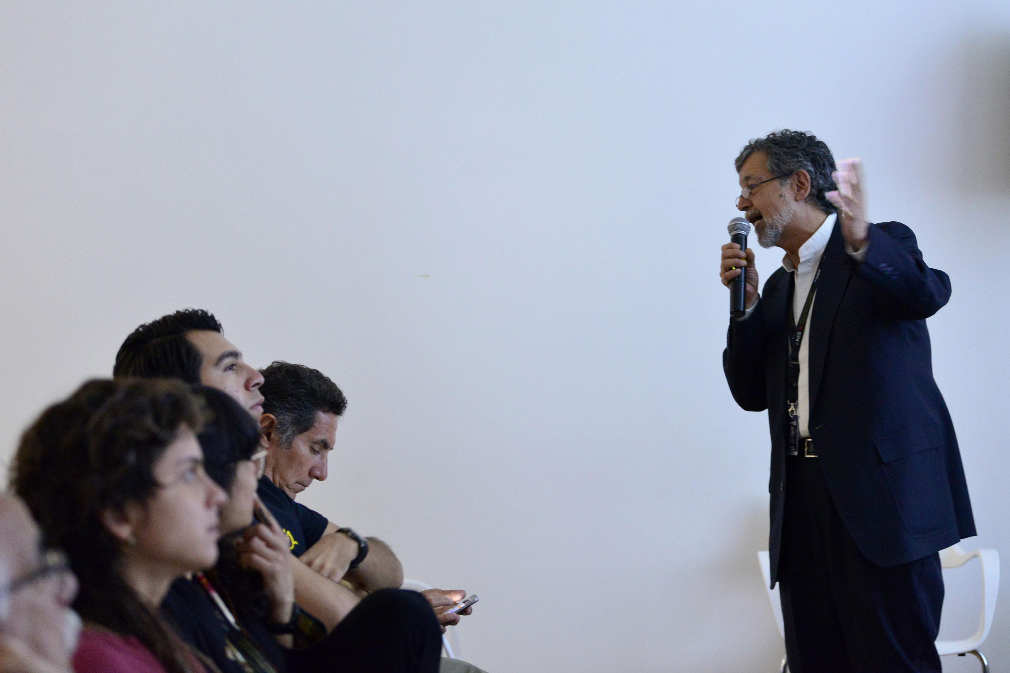 Prof. del Centro Universitario de Estudios Cinematográficos de la UNAM, Manuel Martínez Velázquez.
