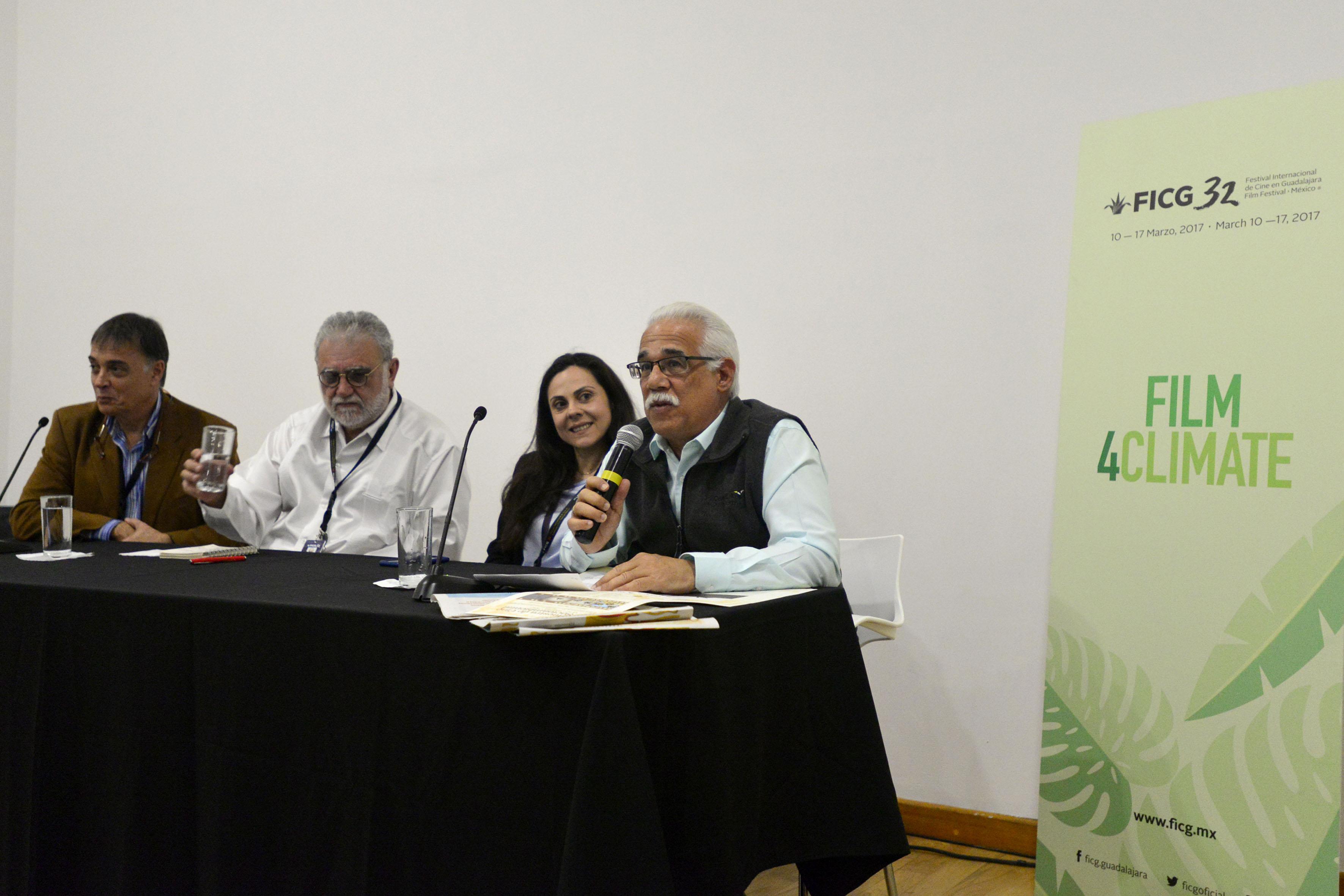 Coordinador general del Museo de Ciencias Ambientales, doctor Eduardo Santana Castellón haciendo uso de la palabra