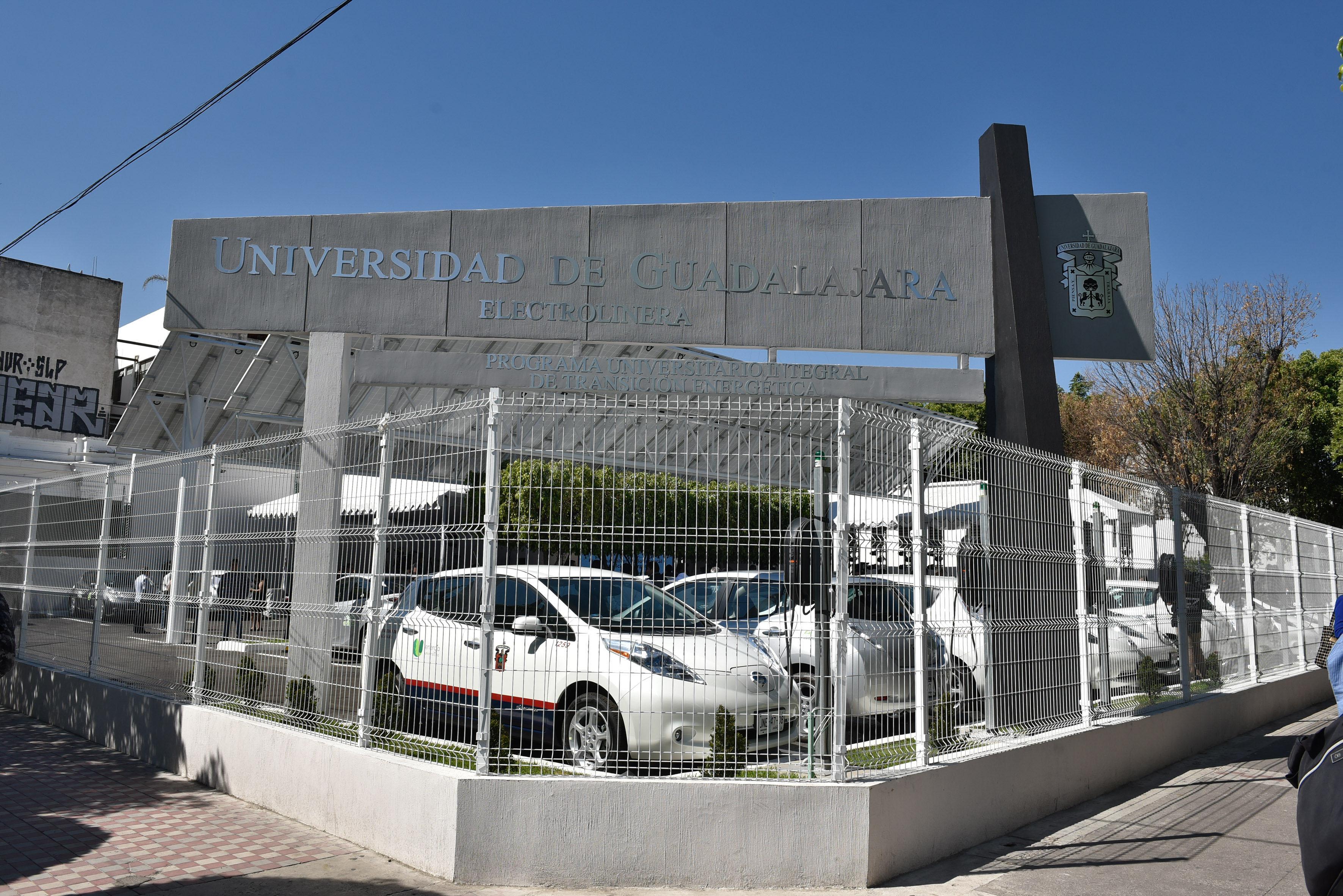 Electrolinera universitaria, ubicada en la Avenida Vallarta, esquina con Enrique Díaz de León.