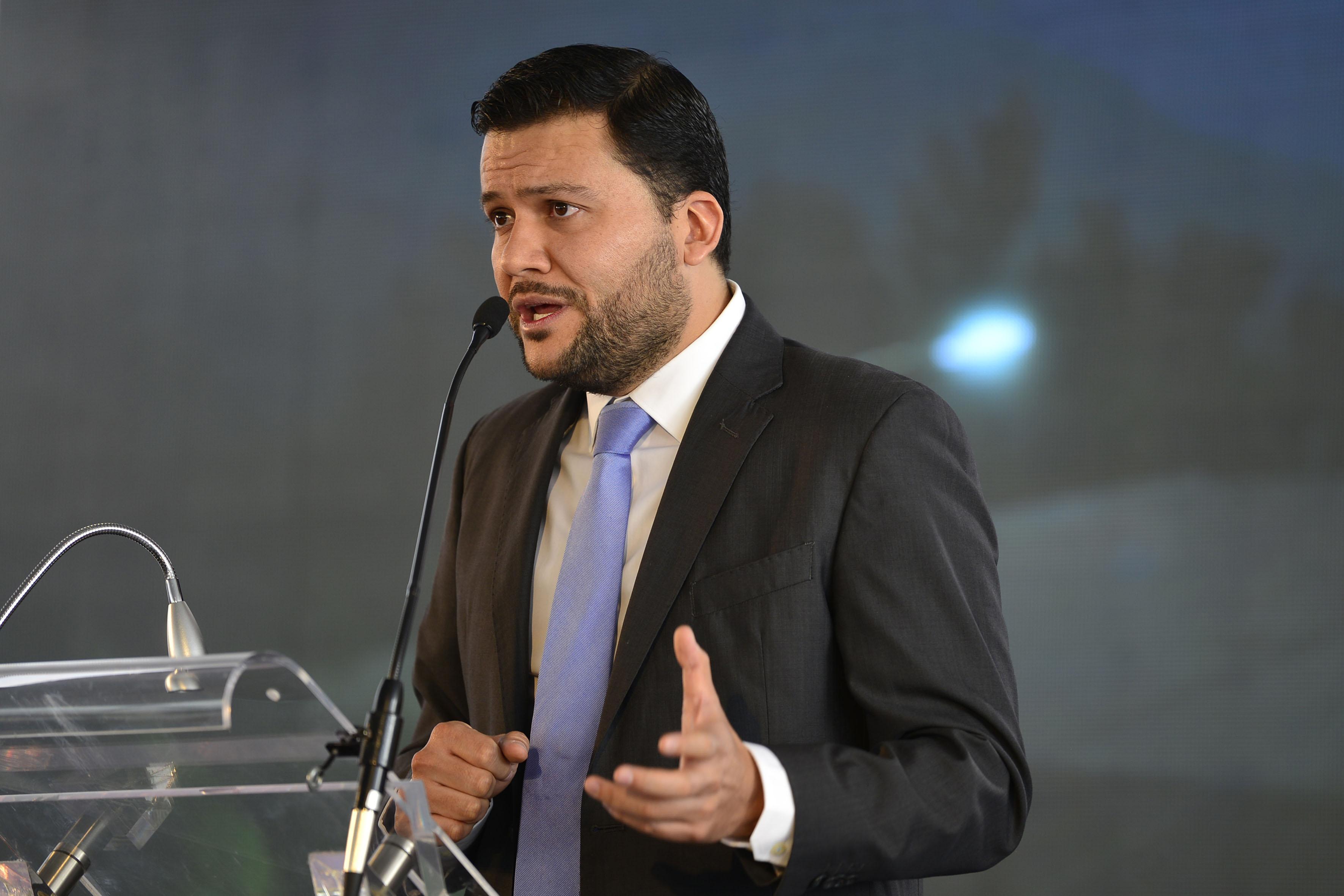 Maestro Missael Robles Robles, responsable del Programa Universitario Integral de Transición Energética (PUITE), haciendo uso de la palabra.