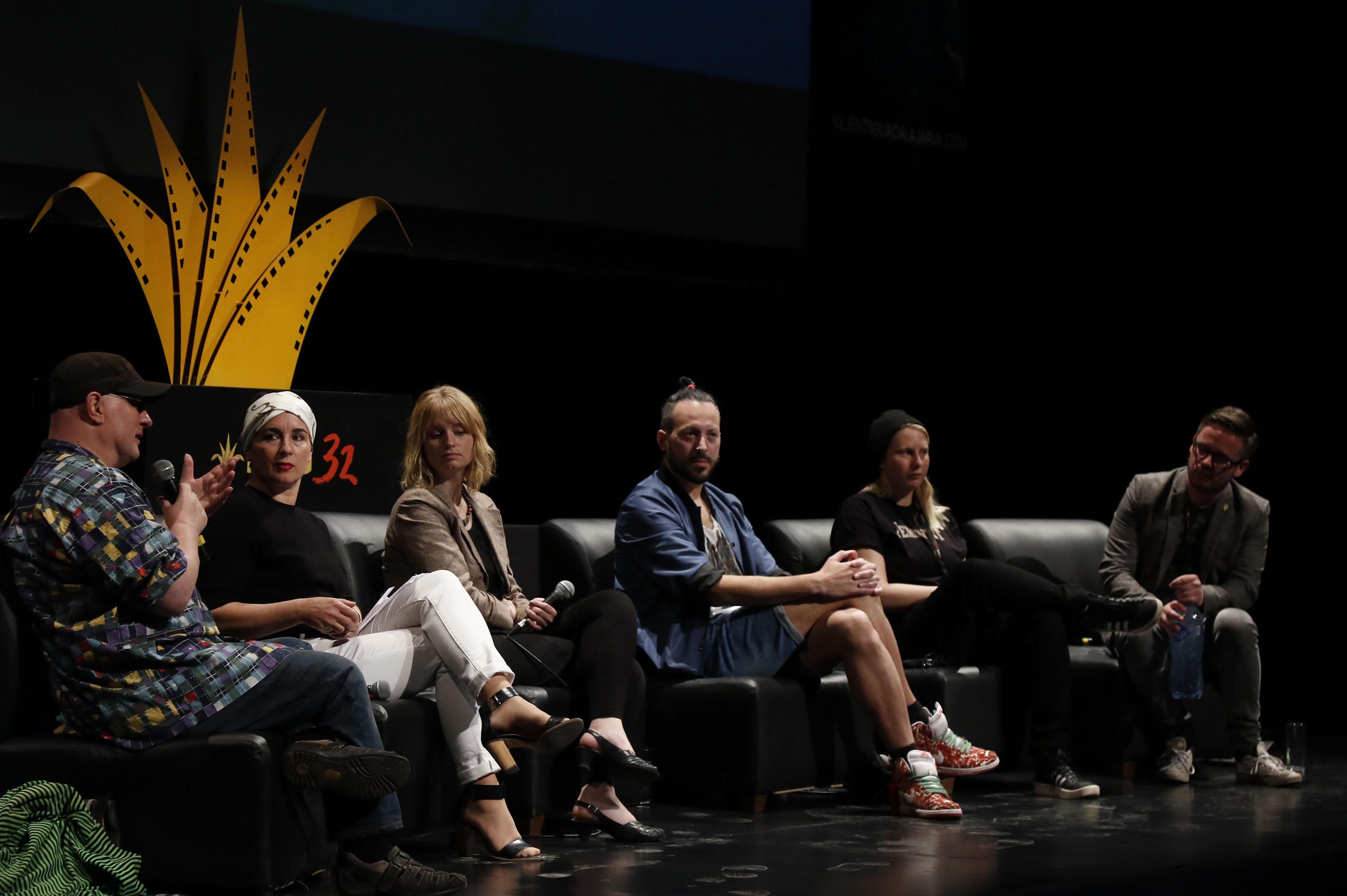 Productores y actores que han destacado en proyectos fílmicos y que han buscado legitimar y exponer las situaciones en torno a la diversidad sexual discutiendo en una mesa de diálogo sobre los retos que han vivido en sus respectivas carreras.