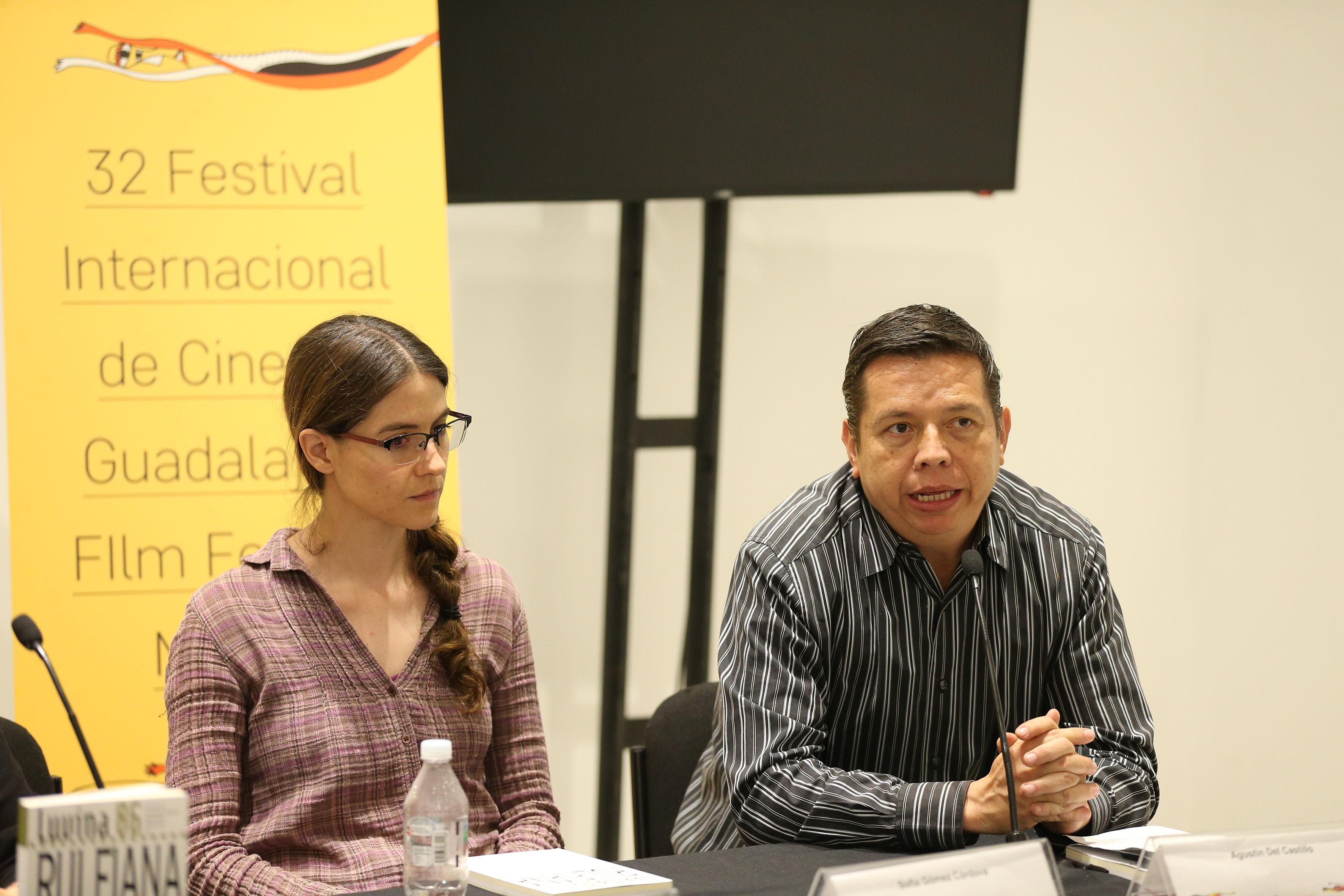 Periodista ambiental Agustín del Castillo en la presentación numero 86 de la revista literaria de la Universidad de Guadalajara (UdeG), en el marco del 32 Festival Internacional de Cine en Guadalajara (FICG)