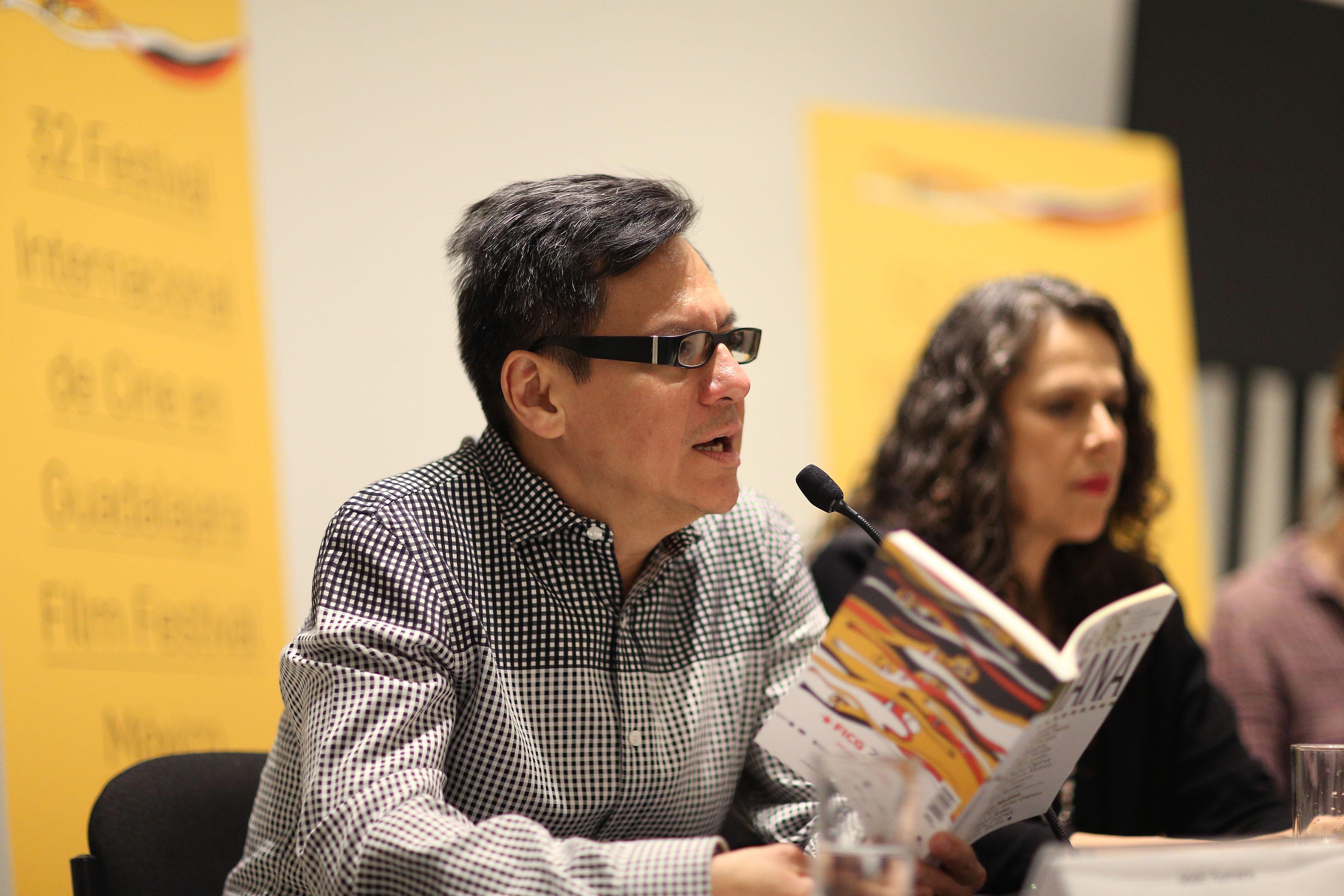 Jose Homero haciendo uso de la voz en la presentación numero 86 de la revista literaria de la Universidad de Guadalajara (UdeG), en el marco del 32 Festival Internacional de Cine en Guadalajara (FICG)