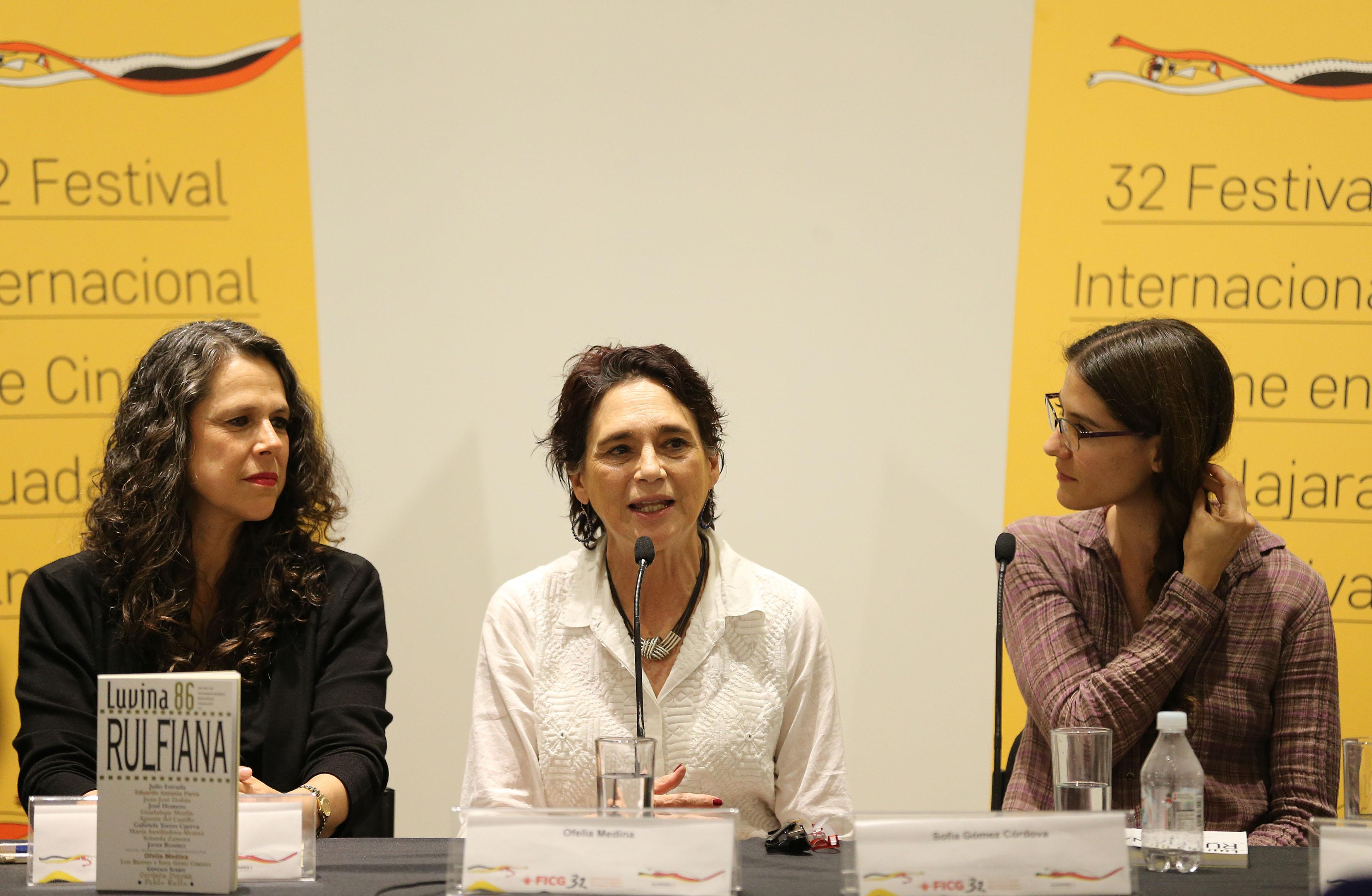 Ofelia Medina haciendo uso de la voz en la presentación numero 86 de la revista literaria de la Universidad de Guadalajara (UdeG), en el marco del 32 Festival Internacional de Cine en Guadalajara (FICG)