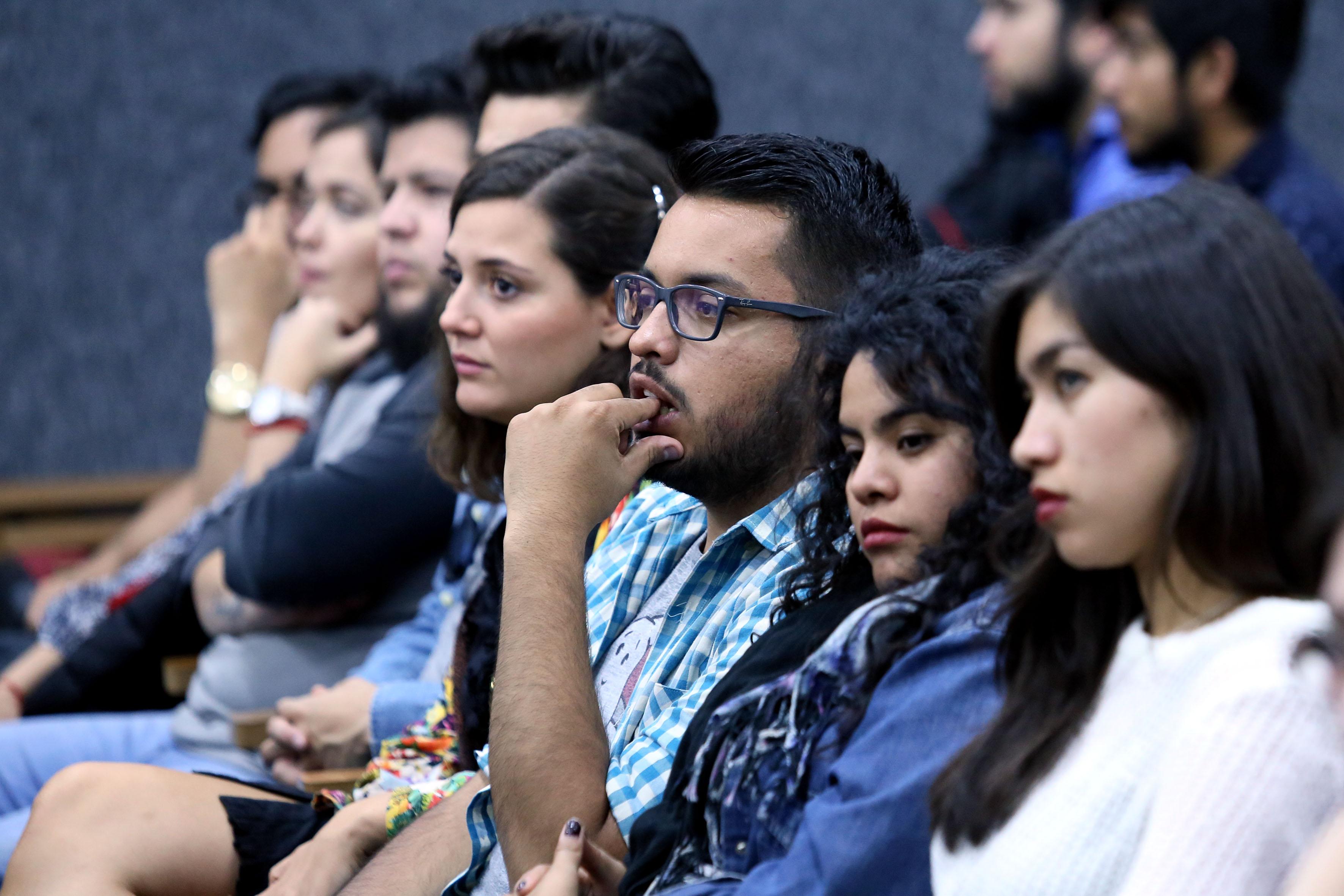 Publico asistente a la Conmemoración del décimo aniversario de la licenciatura en Comunicación Pública de la Universidad de Guadalajara (UdeG
