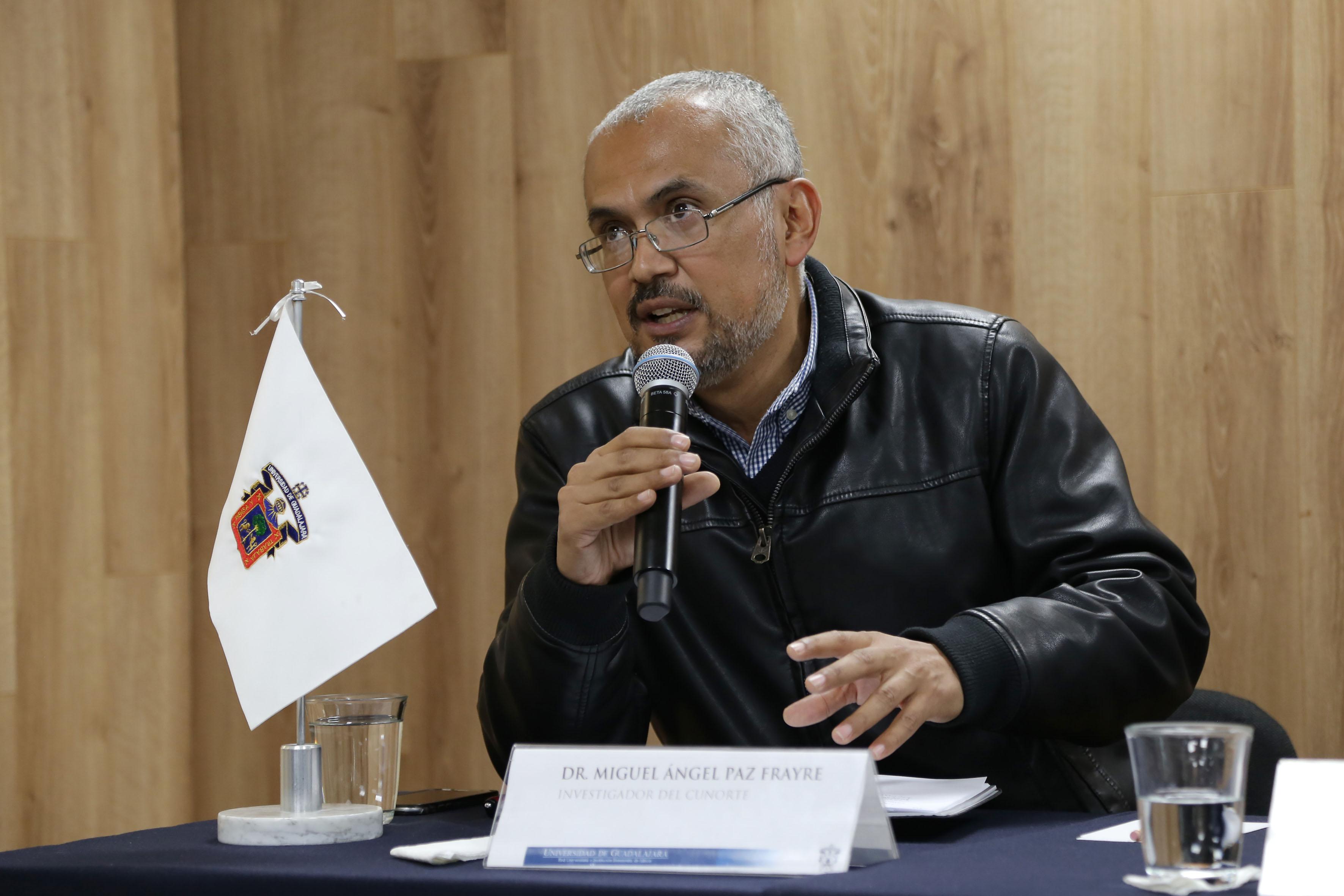 Investigador Miguel Ángel Paz Frayre participando en rueda de prensa