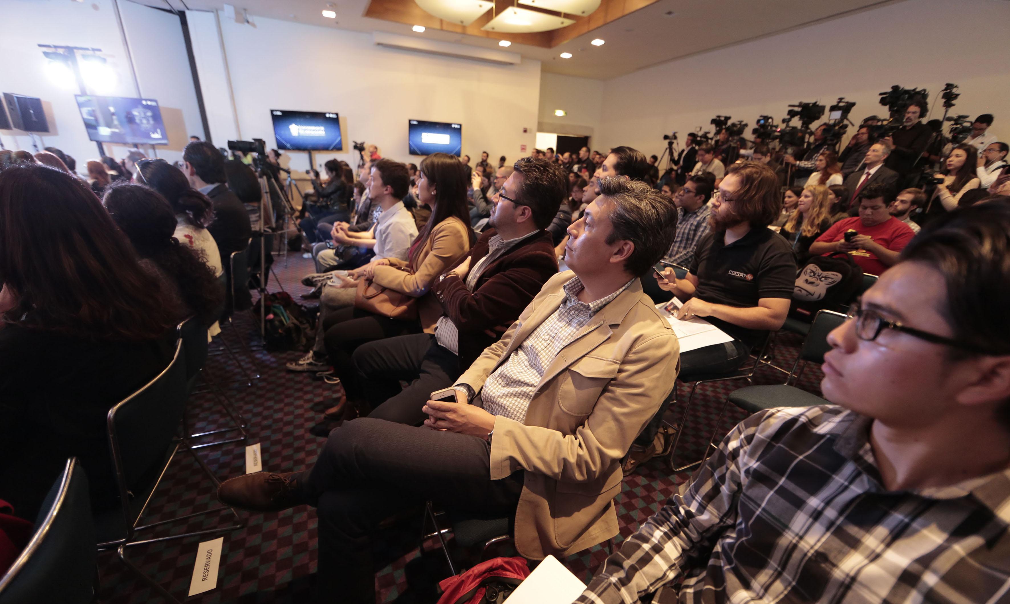 """Asistentes a la rueda de prensa """"Campus Party 2017 (CPMX)"""", realizada en la Ciudad de México."""