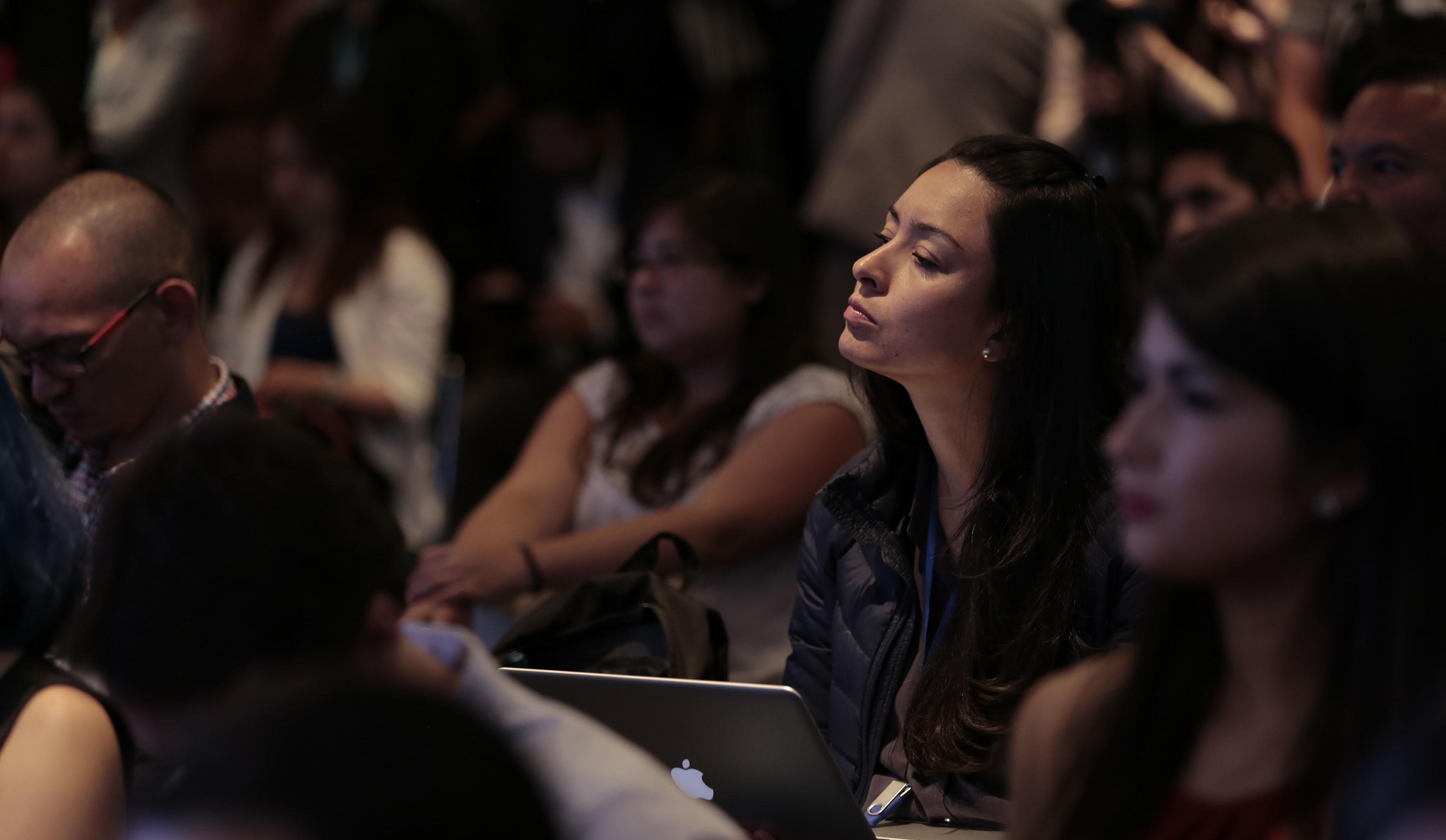 Público asistente y atento a la rueda de prensa, con motivo del Campus Party 2017, próximo a efectuarse en la ciudad de Guadalajara.